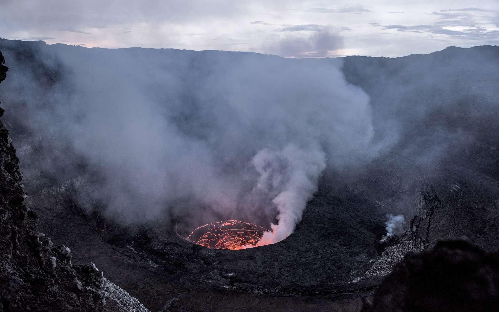 Une photo du lac de lave permanent du volcan Nyiragongo en Afrique, découvert par Haroun Tazieff. © Fotolia, Eric Isselée