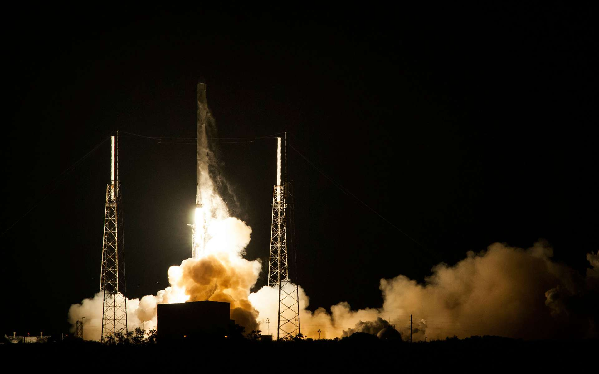 Le Falcon 9 contient à son bord la capsule Dragon, destinée à ravitailler la Station spatiale internationale. © SpaceX