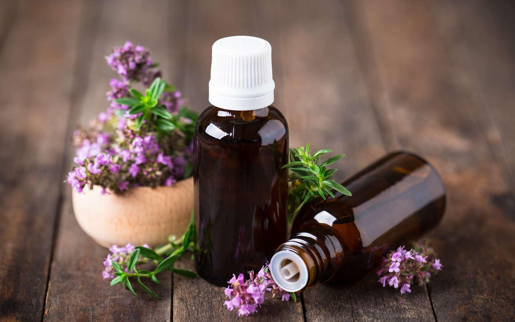 Si vous utilisez de l'huile essentielle de thym thymol, pensez à la diluer davantage que les autres huiles essentielle de thym afin d'éviter d'éventuels effet indésirables (rougeurs, irritation etc.). © pilipphoto, Fotolia