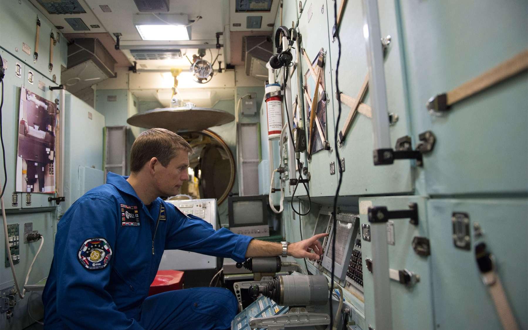 Maintenant à bord de la Station spatiale internationale, le Danois Andreas Mogensen va devoir débuter ses expériences. Il est vu ici s'entraînant au sol. © Esa, S. Corvaja
