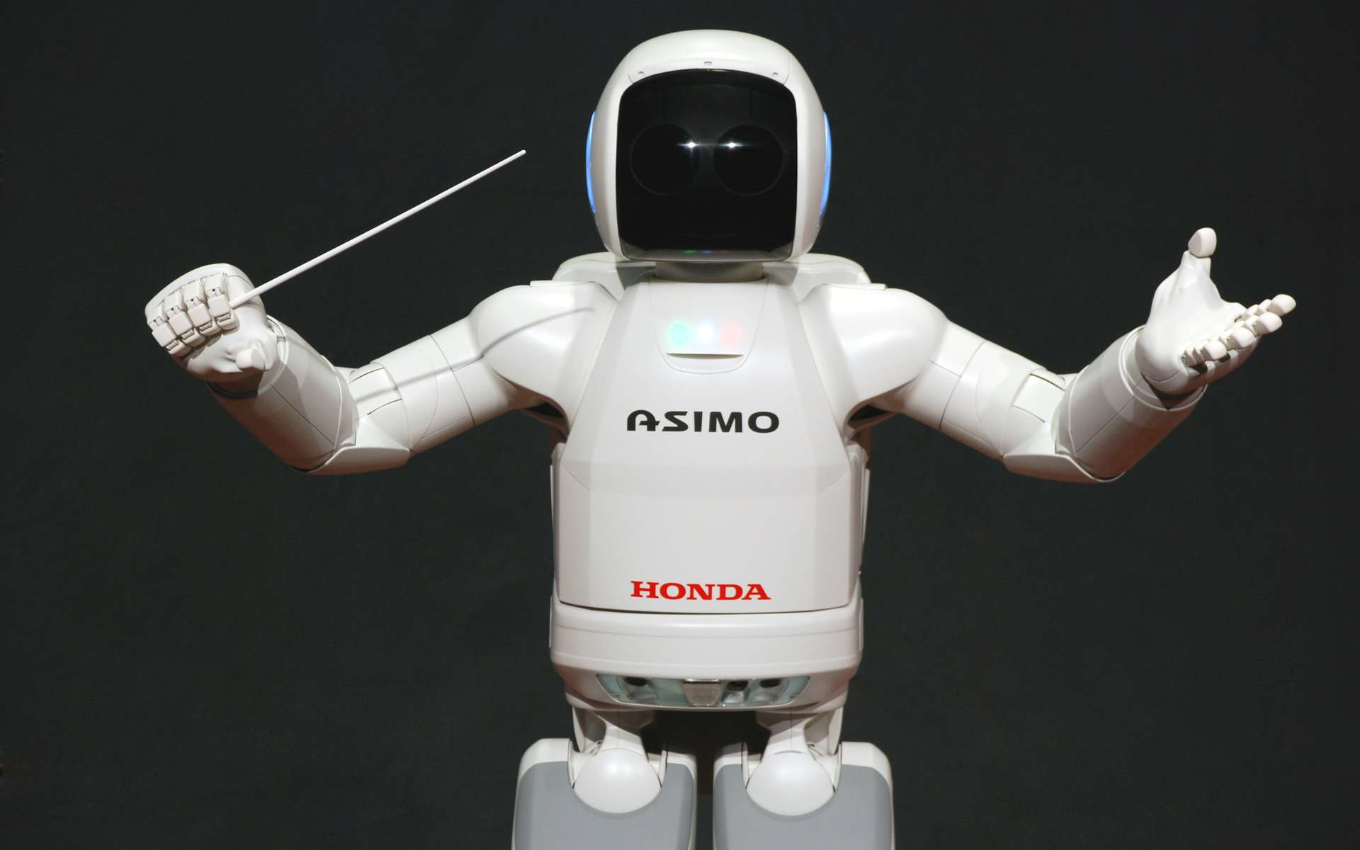 Asimo est l'acronyme de Advanced Step in Innovative MObility (une étape de plus vers la mobilité innovatrice, en français). La nouvelle génération de ce robot vient d'être présentée à New York. © Vanillasse, Wikimedia Commons, cc by sa 3.0