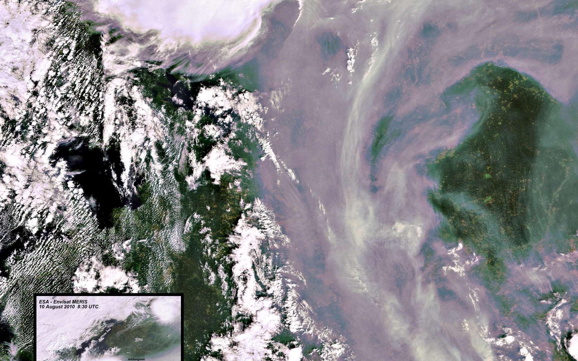 Cette image de la situation des incendies en Russie a été acquise le 10 août par l'instrument Meris du satellite Envisat. Comparée à des images précédentes, elle permet de suivre l'évolution des feux et du nuage de particules qui s'est formé. Crédit Esa