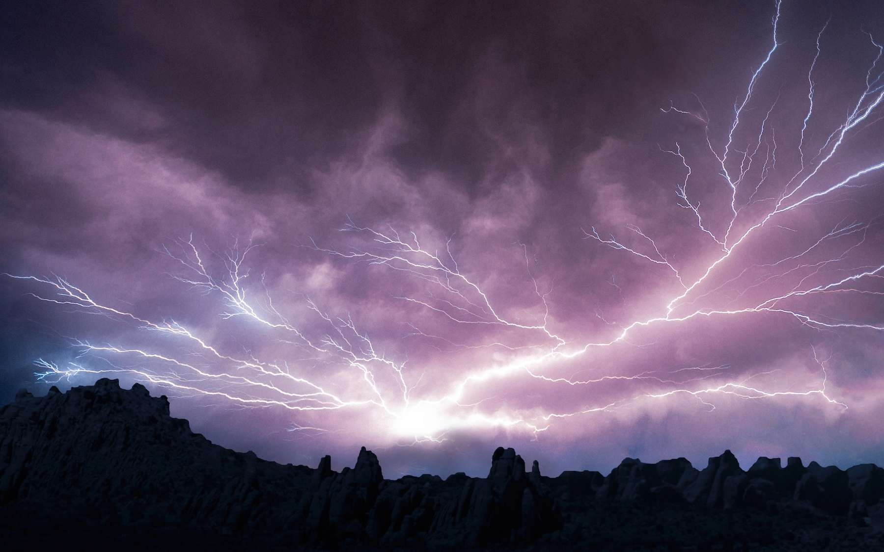 Certains éclairs ont une luminosité jusqu'à 1.000 fois plus forte que les autres. © Micah Tindell, Unsplash
