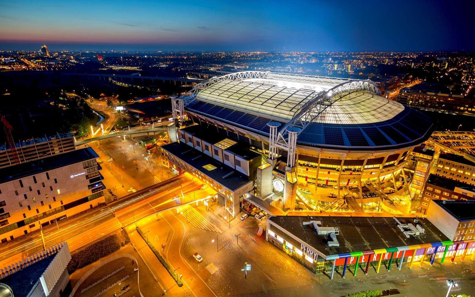 Le stade Johan Cruijff ArenA à Amsterdam est alimenté par des batteries de Nissan Leaf. © Nissan