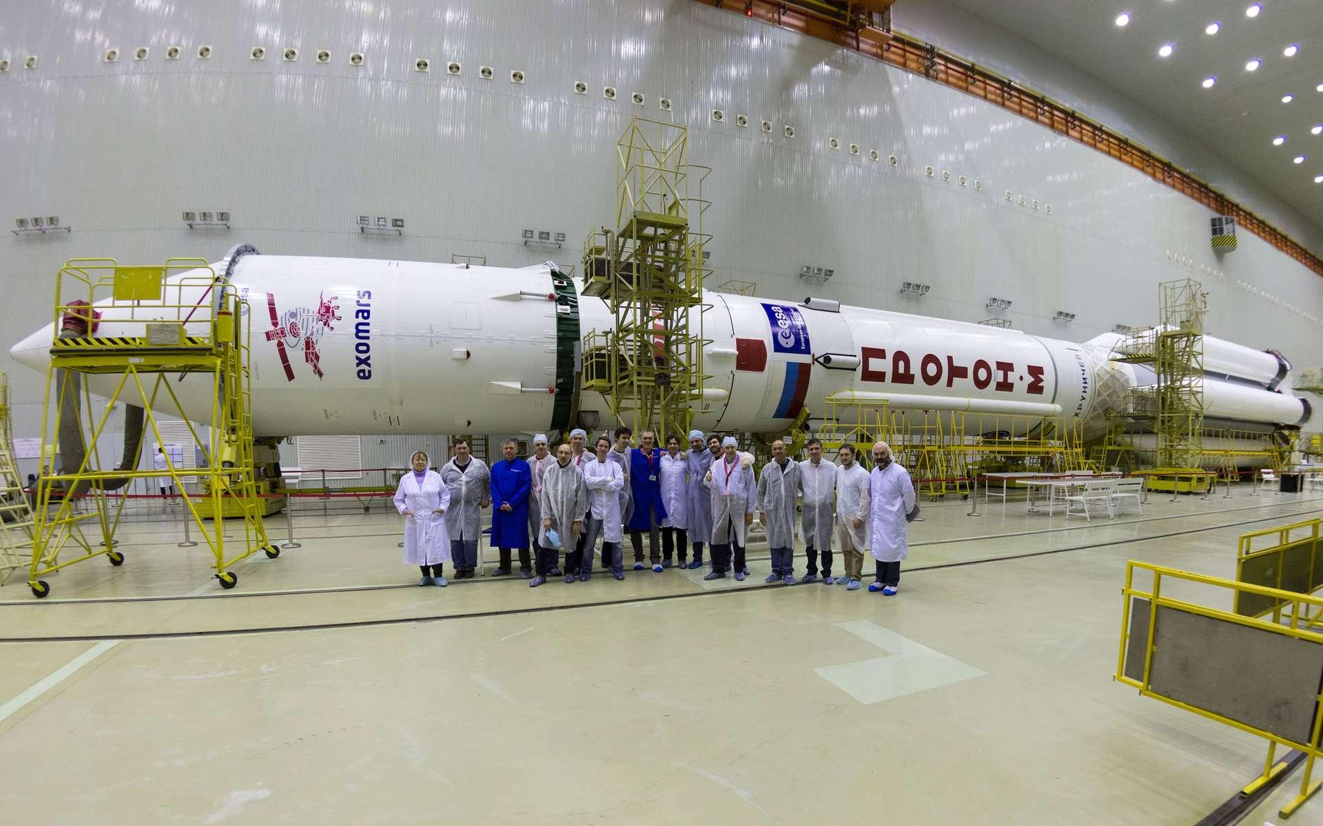 Le lanceur Proton avec à son bord la sonde ExoMars 2016. © Esa/KhSC