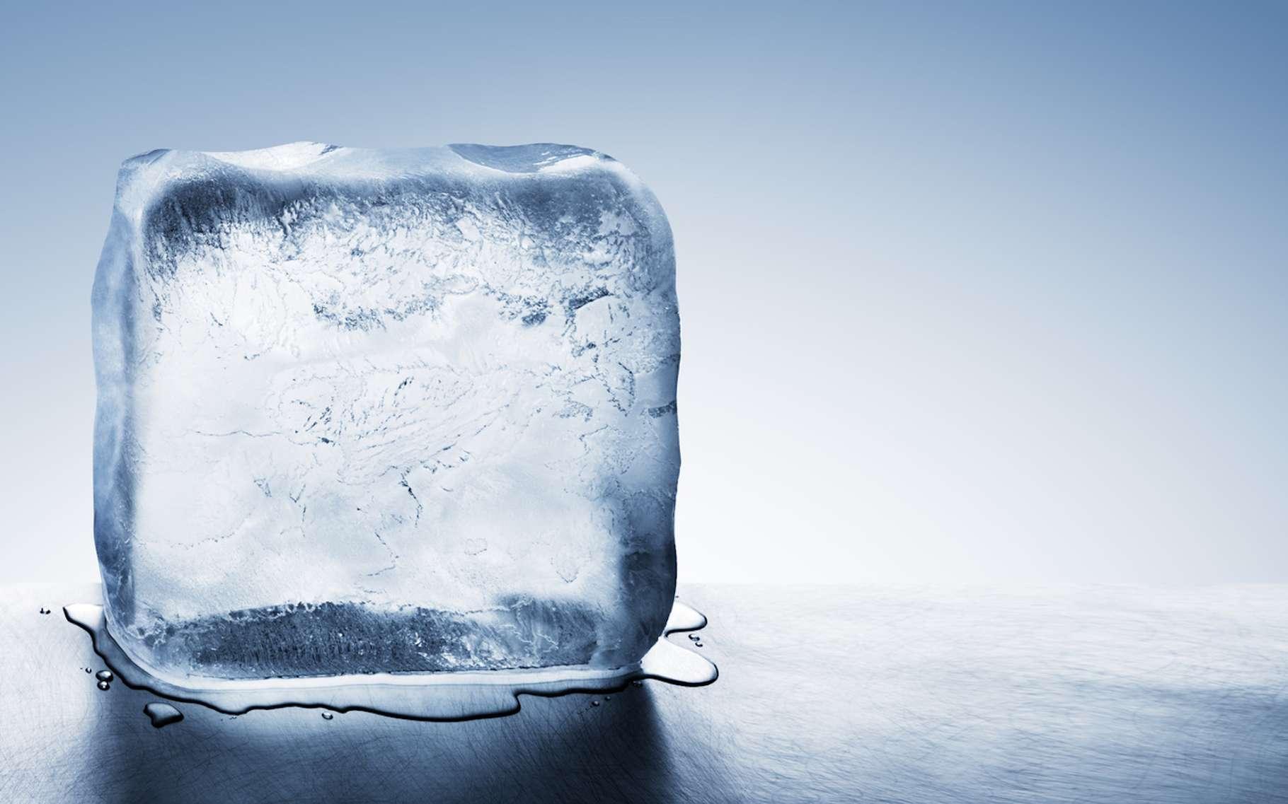 L'effet Mpemba voudrait que l'eau chaude puisse geler plus rapidement que l'eau froide. Étonnant… © Mstock, Fotolia