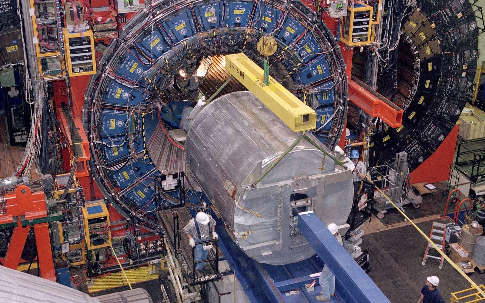 Un vue du détecteur CDF, au Fermilab, où ont lieu les collisions de faisceaux de protons et d'antiprotons. Crédit : Fermilab