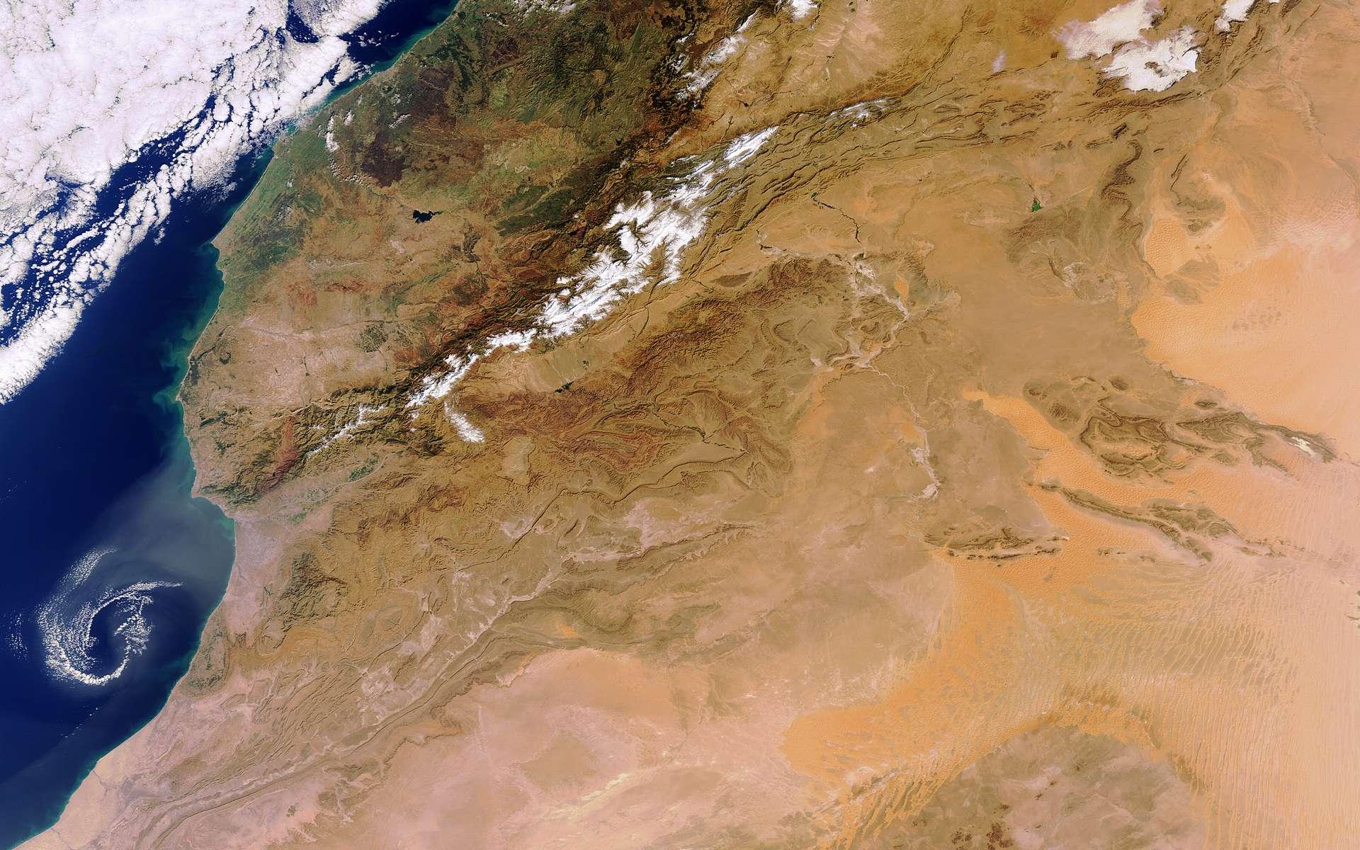 Cette image d'une partie de l'Afrique, centrée sur le Sahara, a été prise le 5 décembre 2011 par la caméra Meris du satellite Envisat. © Esa
