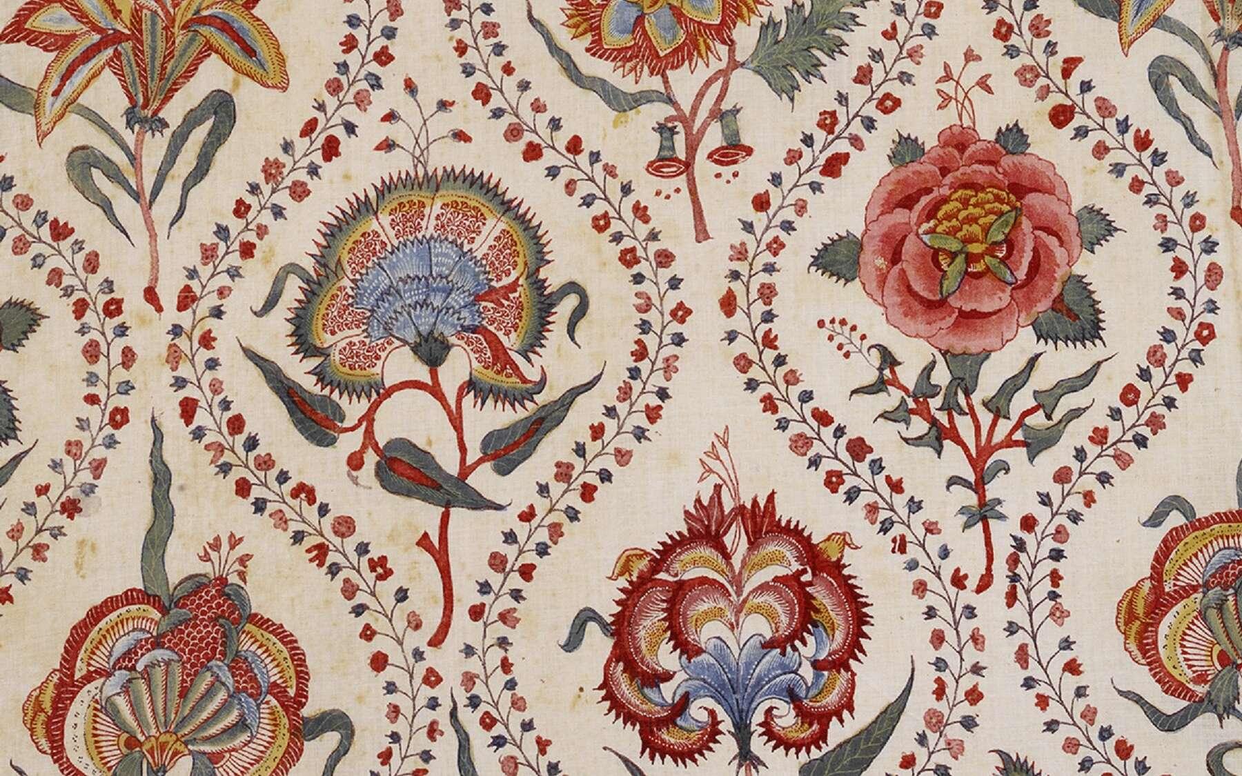 Détail agrandi d'une indienne, toile de coton imprimée en Inde vers 1750. © Collection du Musée de l'Impression sur Étoffes de Mulhouse (MISE), 2018