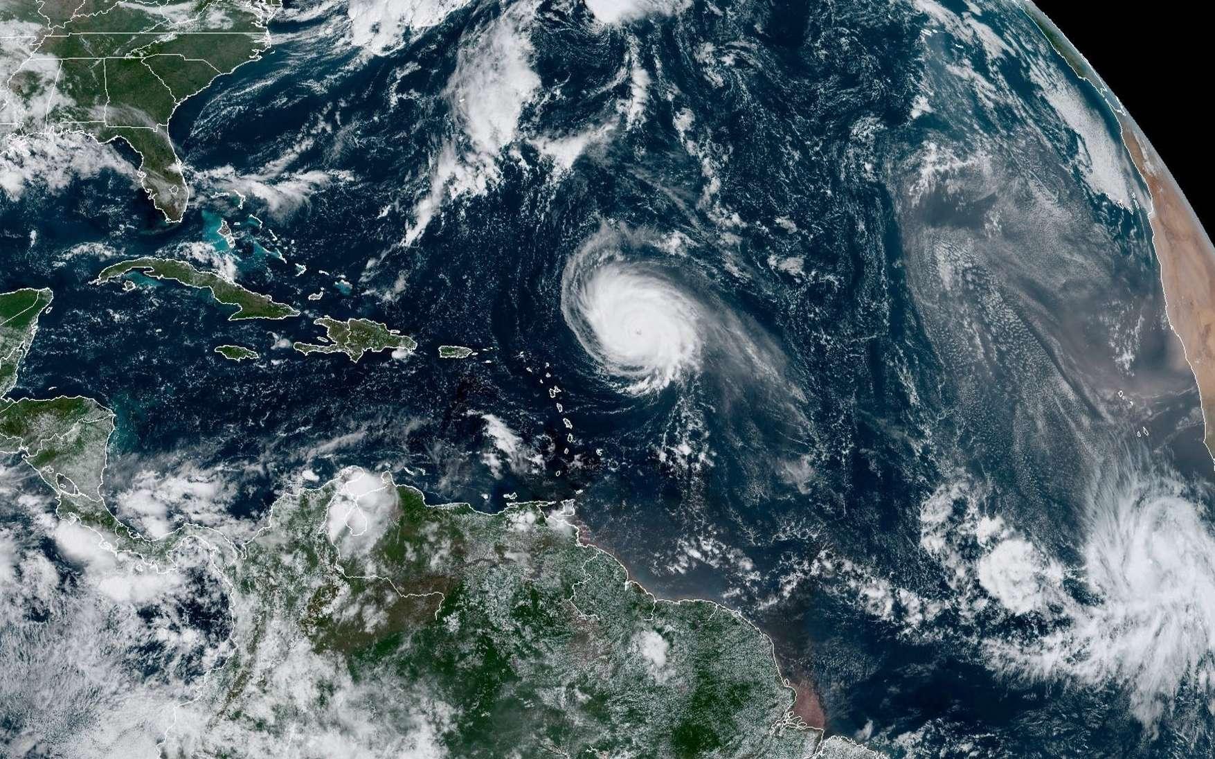 L'ouragan Sam, le 29 septembre, photographié par un satellite américain. © NOAA