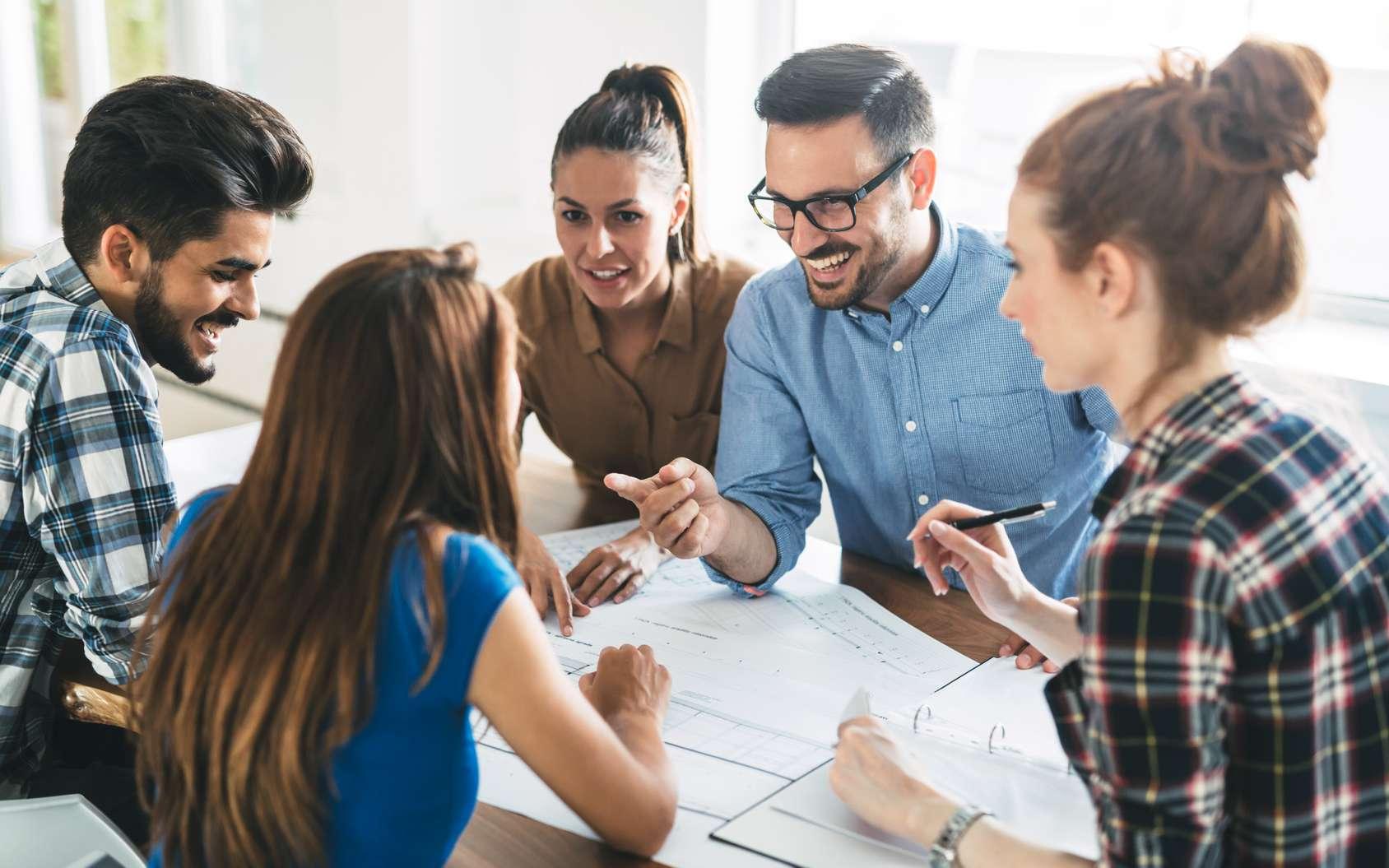 Les compétences comportementales, en particulier la façon de se comporter en équipe, sont aujourd'hui prises en compte par les entreprises pour le recrutement et pour l'évolution des parcours internes. © nd3000, Fotolia