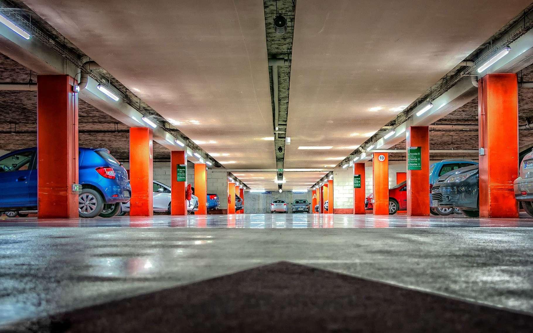 Retrouver le numéro de la place dans un parking souterrain. © Tama66, Pixabay, Domaine public