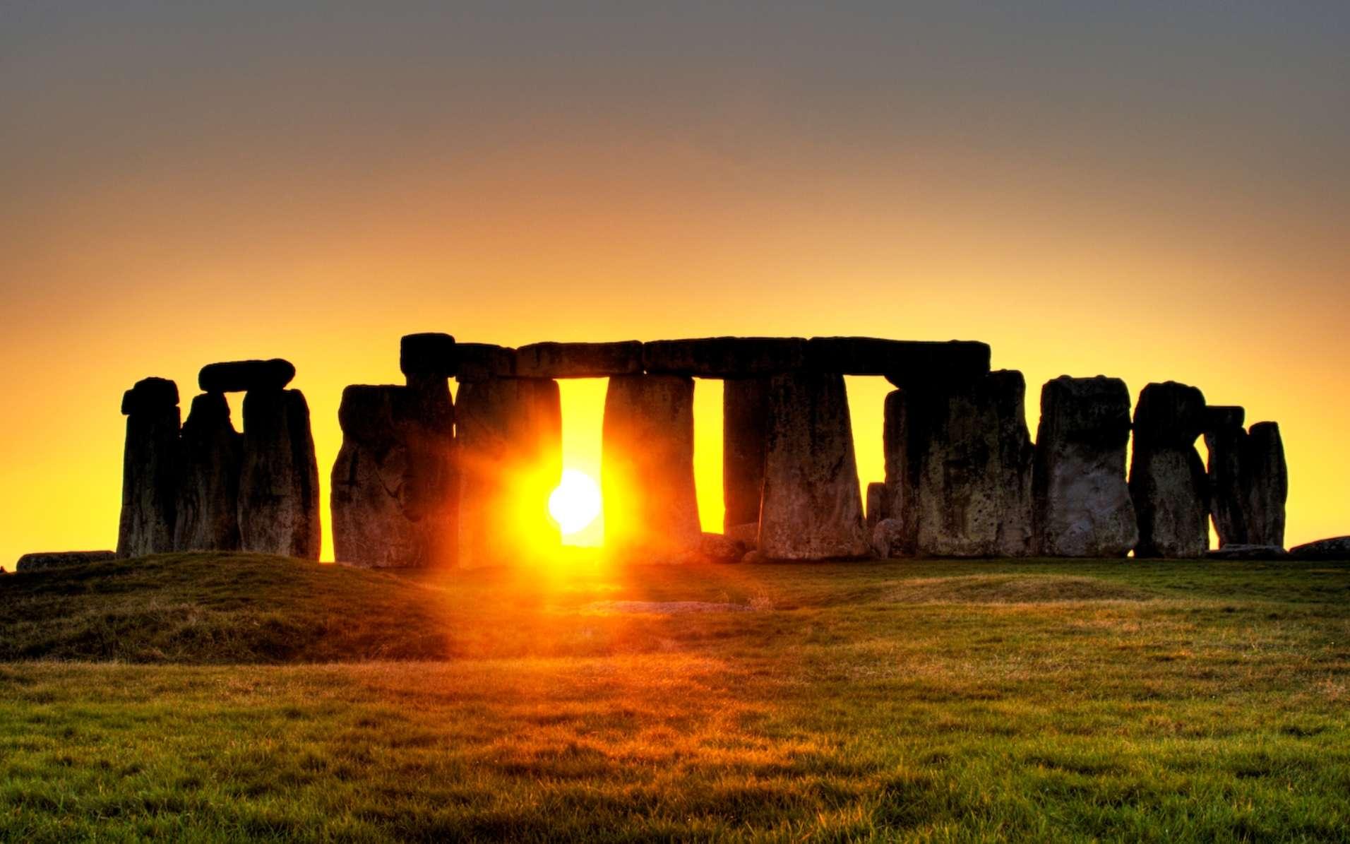 Le site de Stonehenge a fait l'objet de multiples travaux pour relier la position des pierres à des évènements astronomiques. Il conserve encore bien des mystères. © Simon Wakefield, Flickr, Wikipédia, cc by sa 2.0