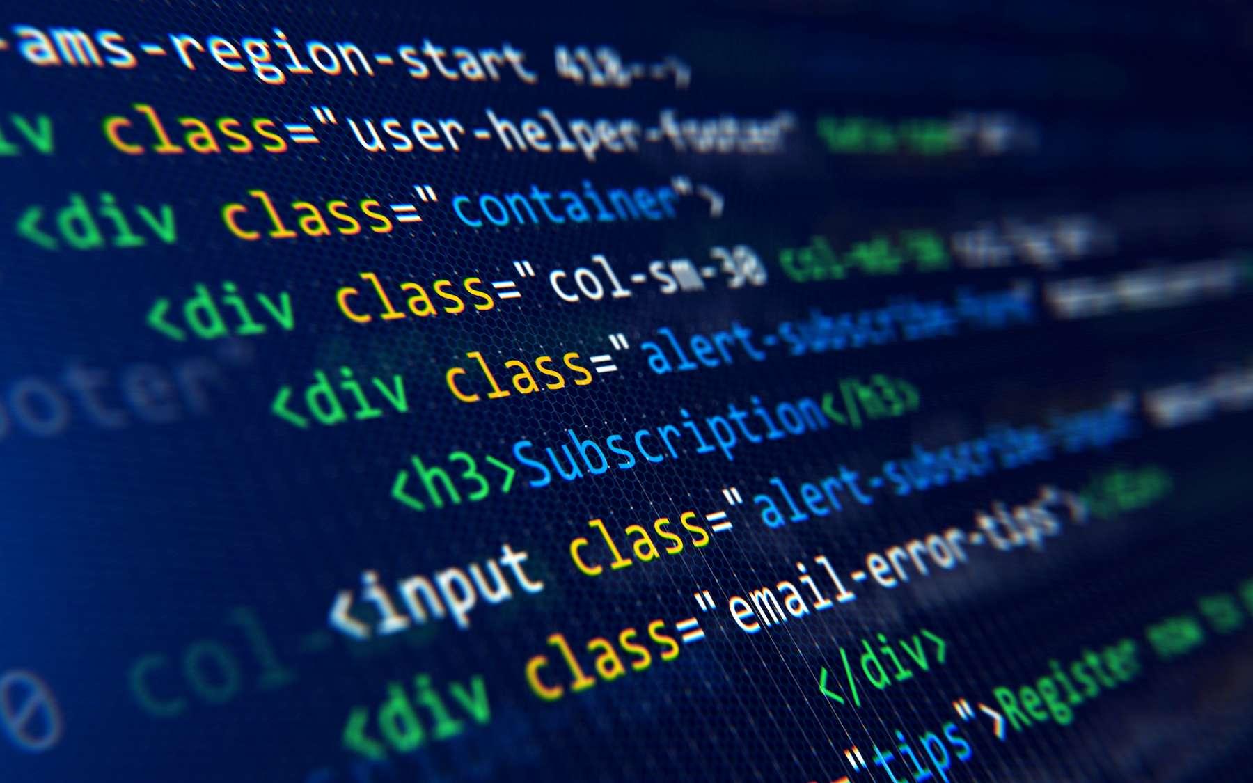 Le code HTML est l'un des premiers langages informatiques développé pour l'affichage de pages web. © Sashkin, Adobe Stock