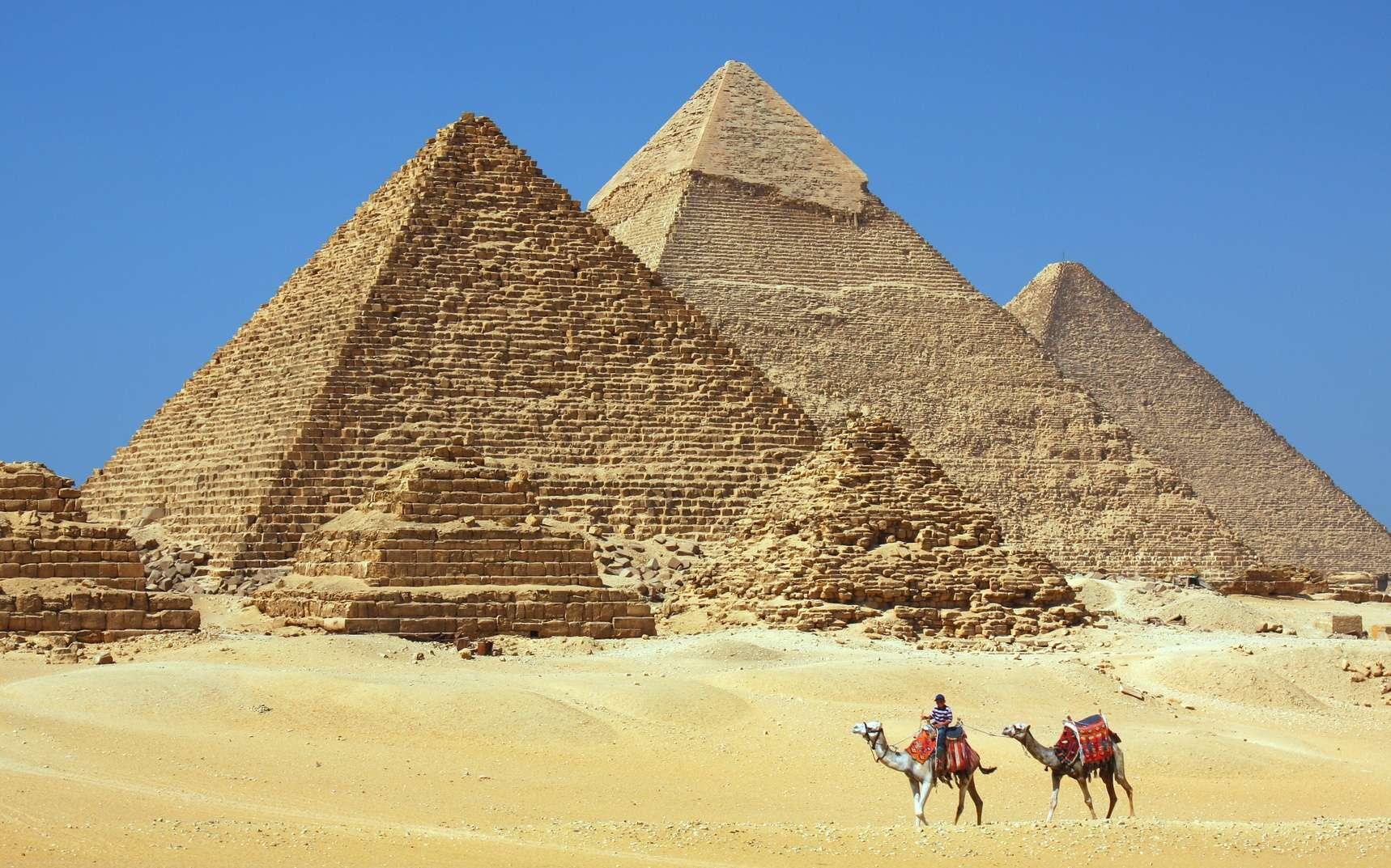 Les pyramides de Gizeh sont parmi les plus grands monuments d'Égypte. © Dan Breckwoldt, fotolia