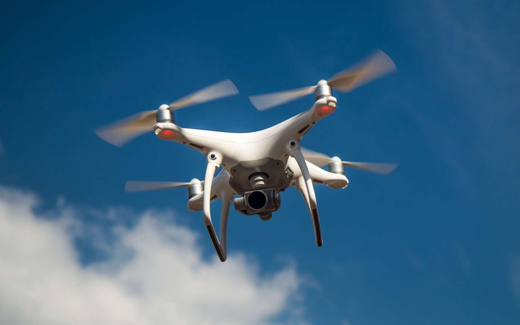 La Darpa a testé en grandeur nature sur un faux « village de guerre » une armée de 250 drones terrestres et aériens pour sécuriser l'avancée de l'infanterie en milieu urbain. © Bukhta79, Fotolia