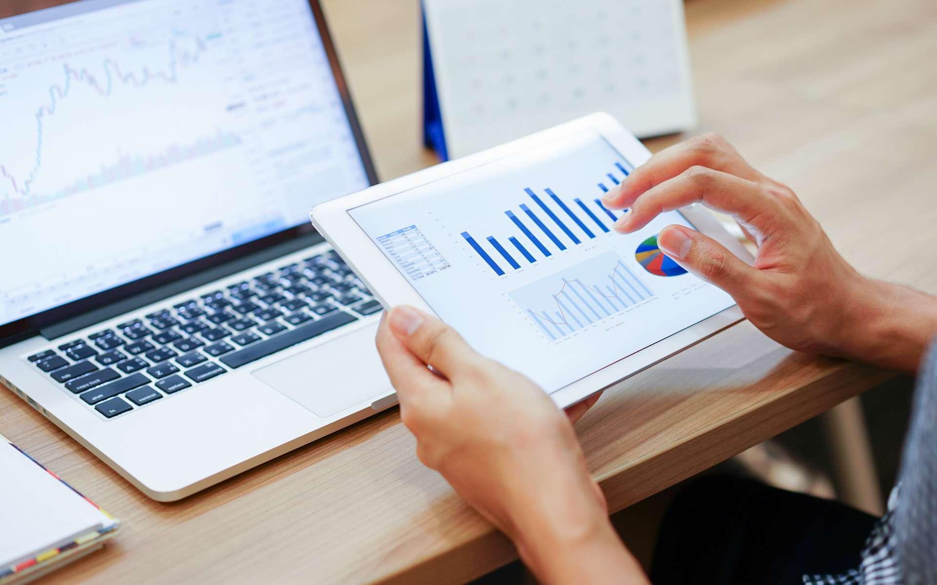 Pour bien calibrer une tablette, veiller à l'installer sur votre bureau en condition de travail réelle. © chinnarach, Adobe Stock