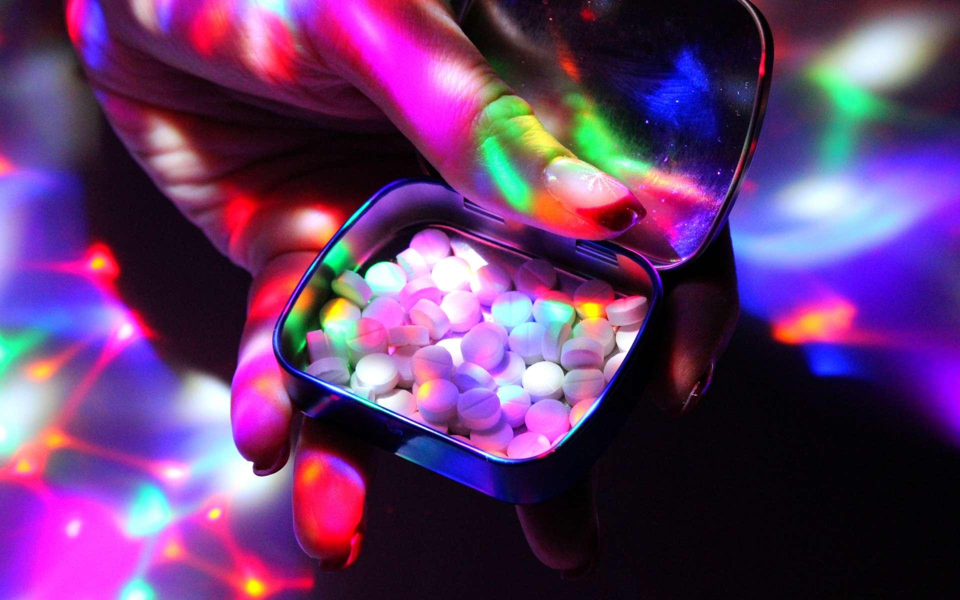 L'ecstasy est une drogue psychoactive illégale principalement utilisée à des fins récréatives. © luckakcul, Adobe Stock