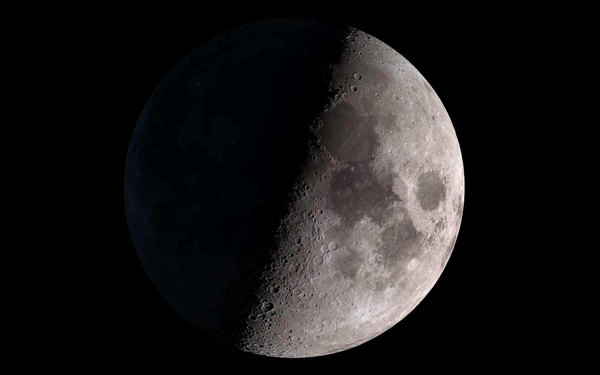 Lune en premier quartier. Le terminateur, la ligne entre le jour et la nuit, est la partie la plus spectaculaire à regarder dans un instrument. © Nasa