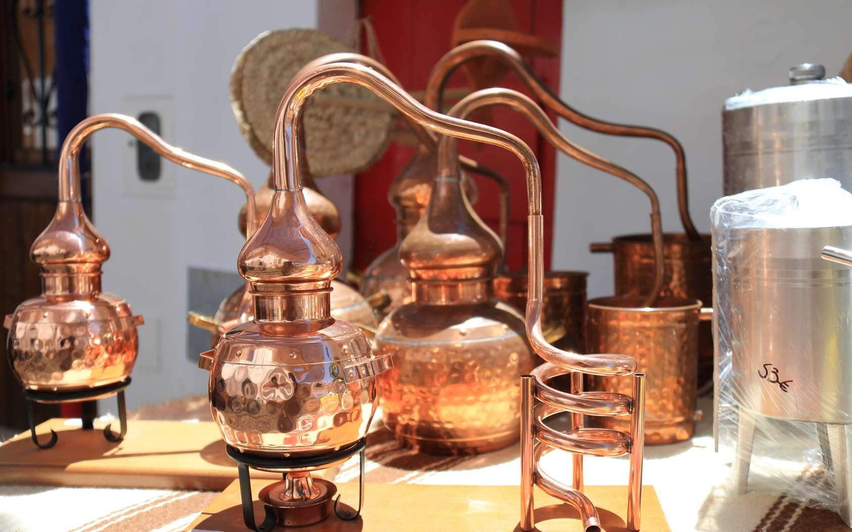 L'alambic est toujours utilisé pour distiller certains alcools fins comme le cognac, le whisky ou la vodka. © juanorihuela, Fotolia