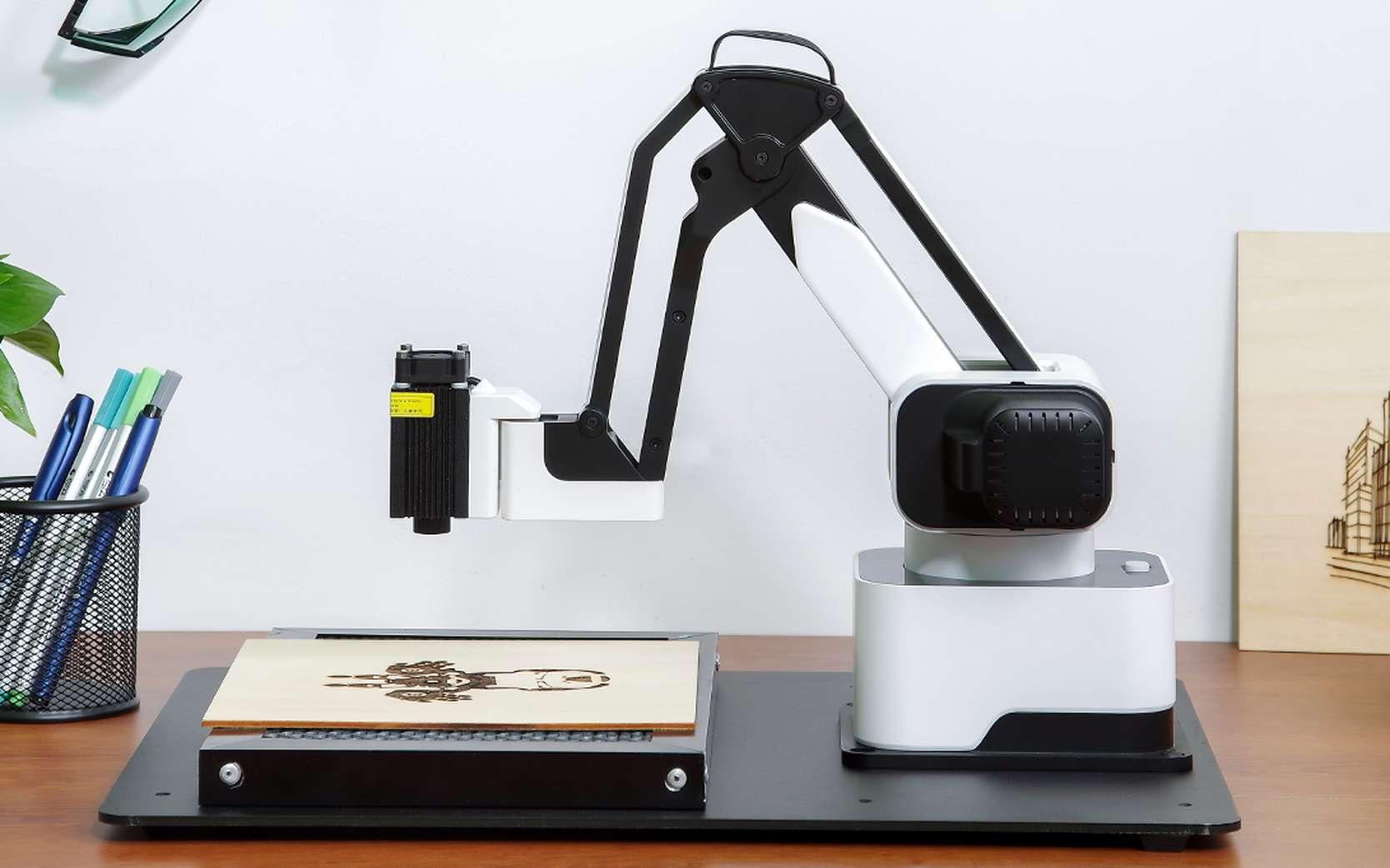 Hexbot est un robot aux têtes interchangeables pour imprimer en 3D, dessiner, graver ou jouer. © Hexbot Robotics