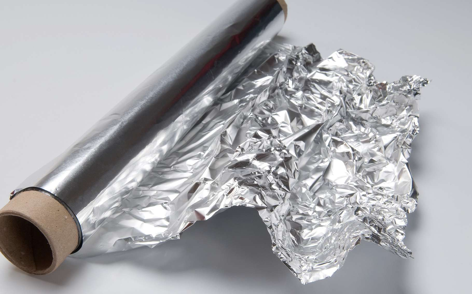 L'aluminium peut se trouver au contact des aliments. Faut-il s'en méfier ? Quels sont les dangers ? © Lorena Fernandez, Shutterstock