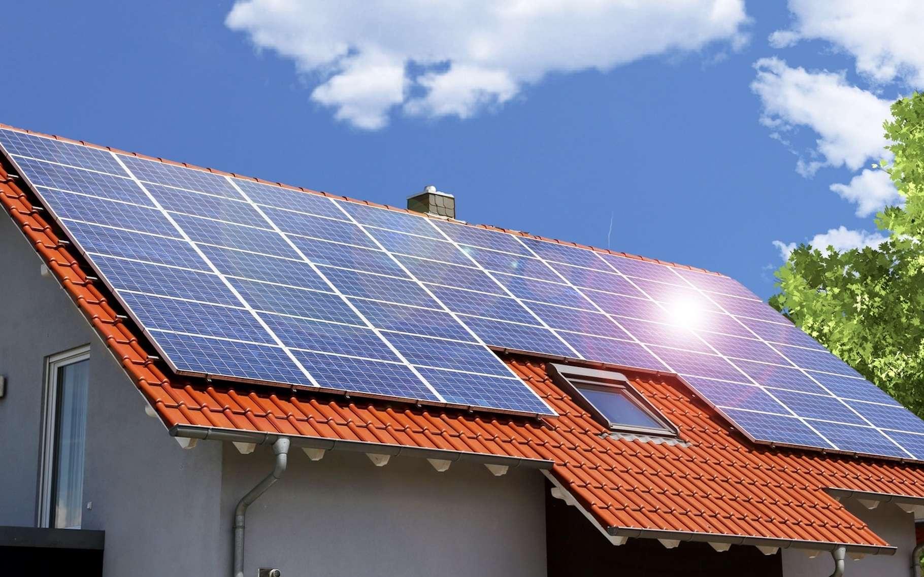 Aujourd'hui, l'autoconsommation, rendue possible dans la plupart des cas par des panneaux solaires photovoltaïques, apparaît comme une solution compatible avec le modèle énergétique de demain. Elle séduit de plus en plus de particuliers et même les collectivités et les entreprises y viennent. © U. J. Alexander, Fotolia