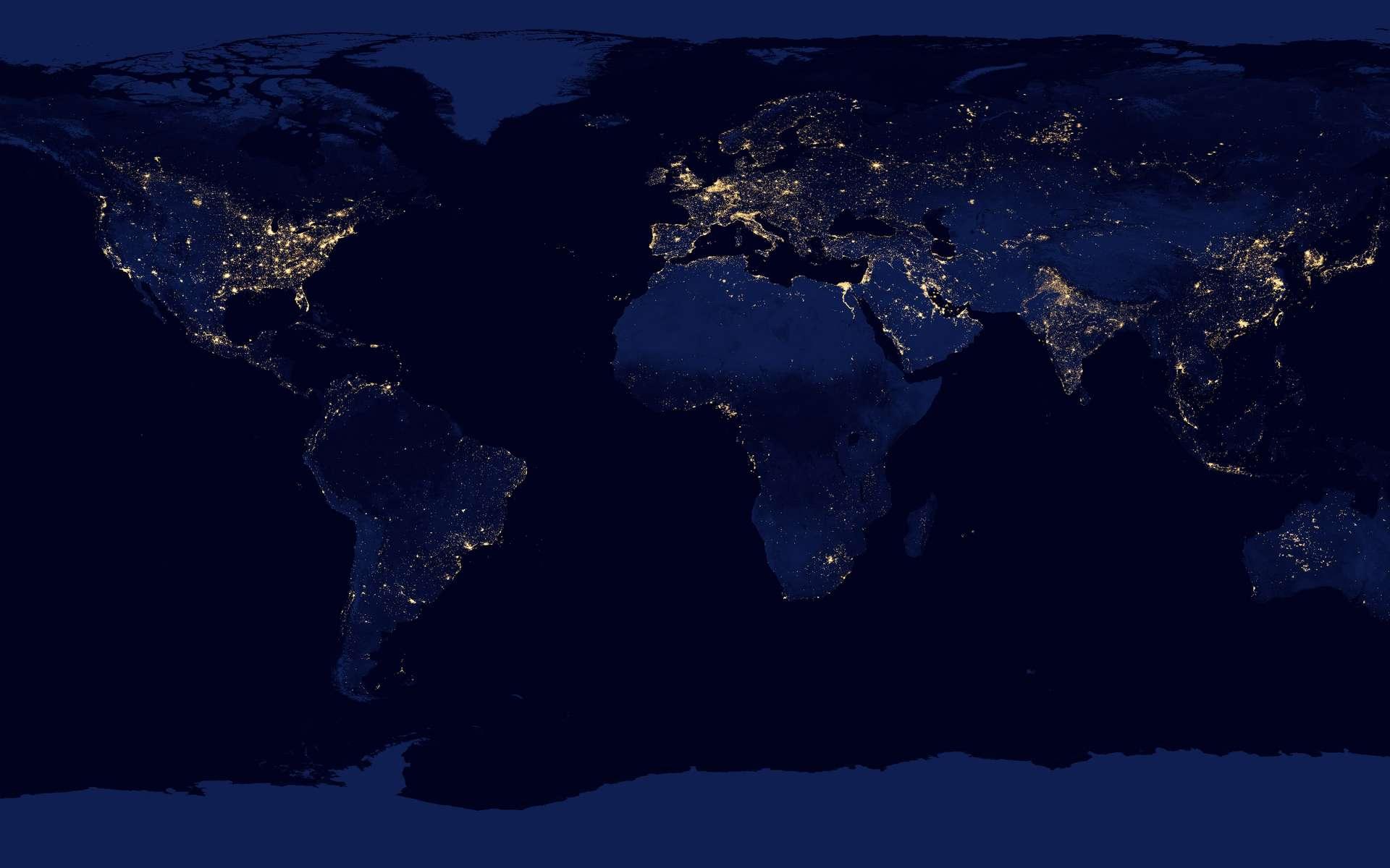 La Terre en 2012. Les lumières allumées valent bien une carte sur l'accès à l'électricité dans le monde... © Nasa