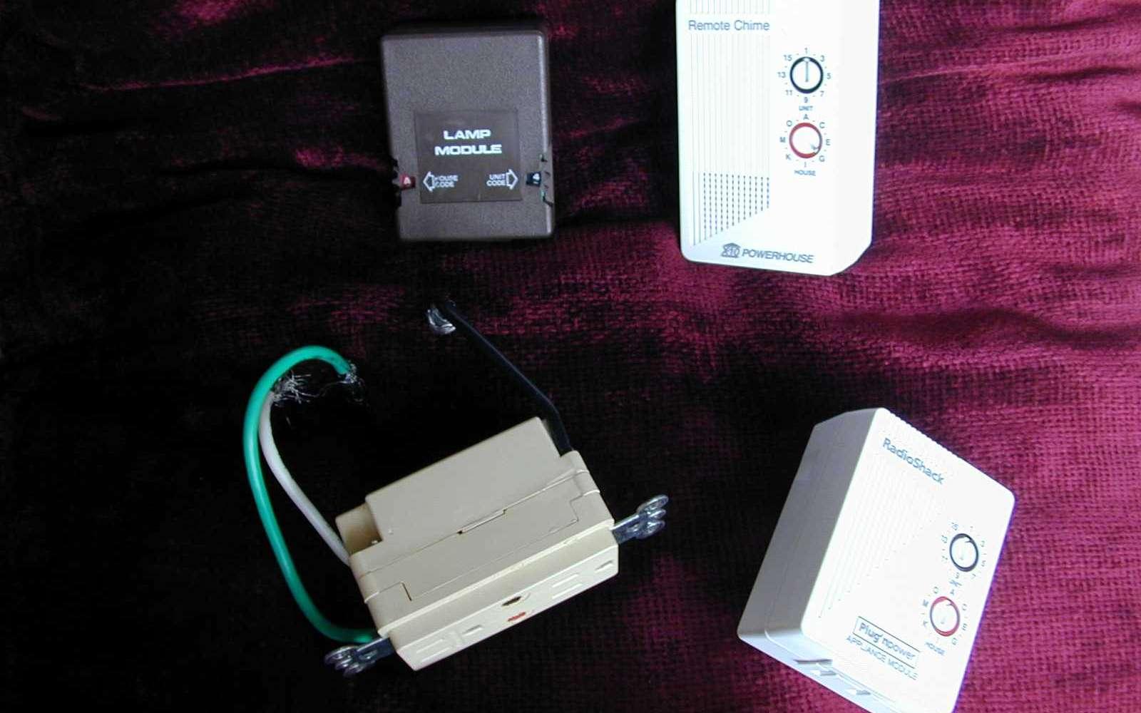 Le X10 est un système de contrôle à distance des appareils électriques. © Atlant, CC BY 2.5, Wikimedia Commons