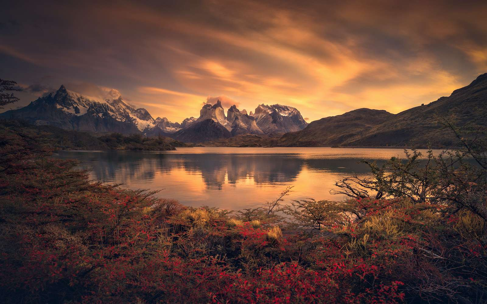 Le Grand Banquet, parc national Torres del Paine, Chili. © Yuekai Du, 2020 International Landscape Photographer of the Year Award