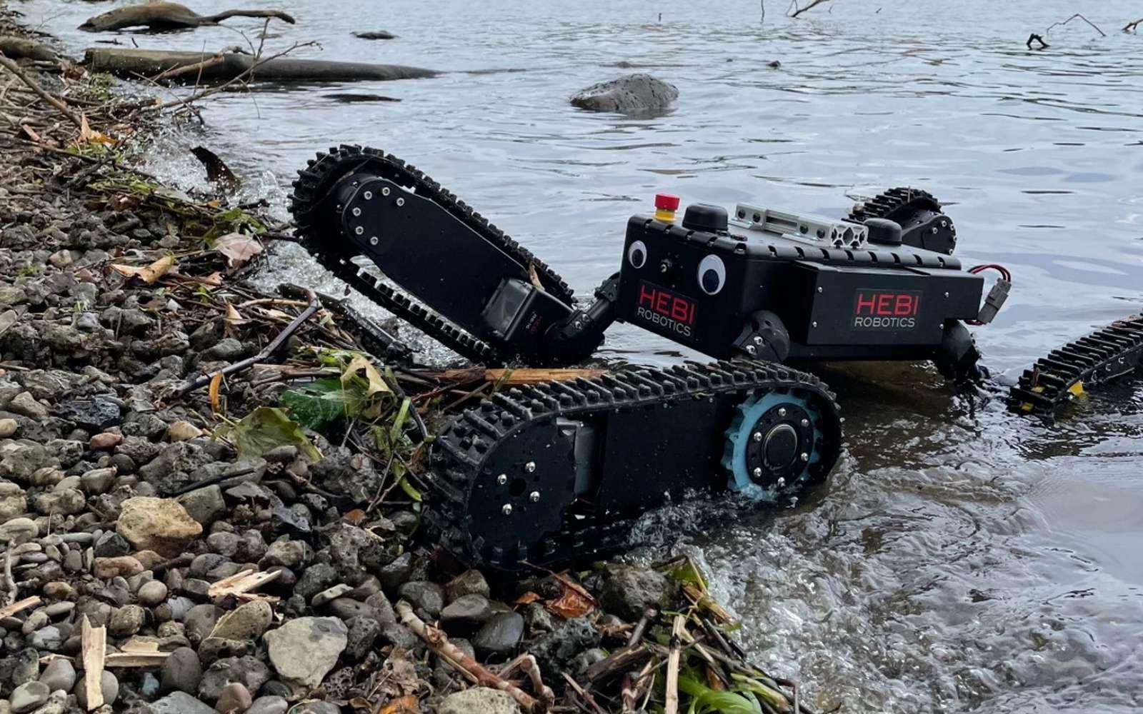 Tready est un robot à chenilles tout-terrain et même résistant à l'eau. © Hebi Robotics