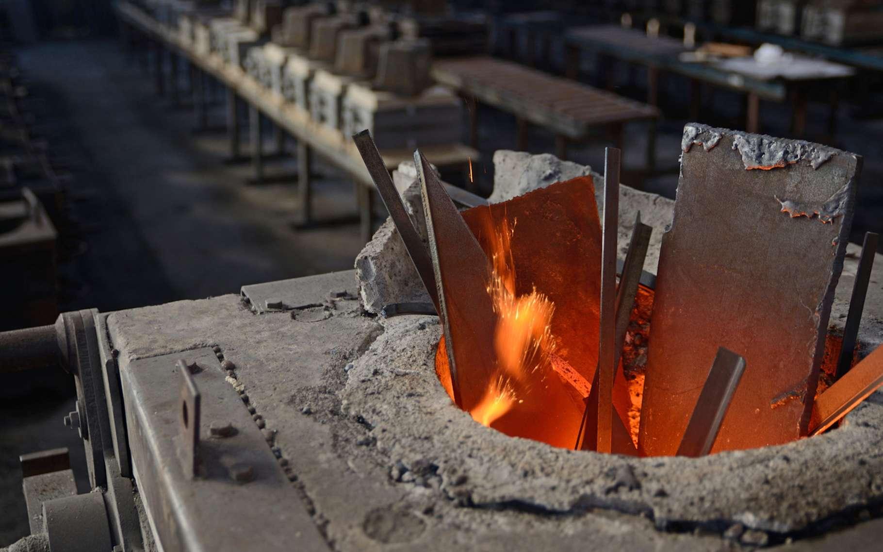 Le ferrotitane est un alliage qui peut être produit à partir de fer et de déchets de titane, dans des fours à induction. © Lakeview images, Fotolia