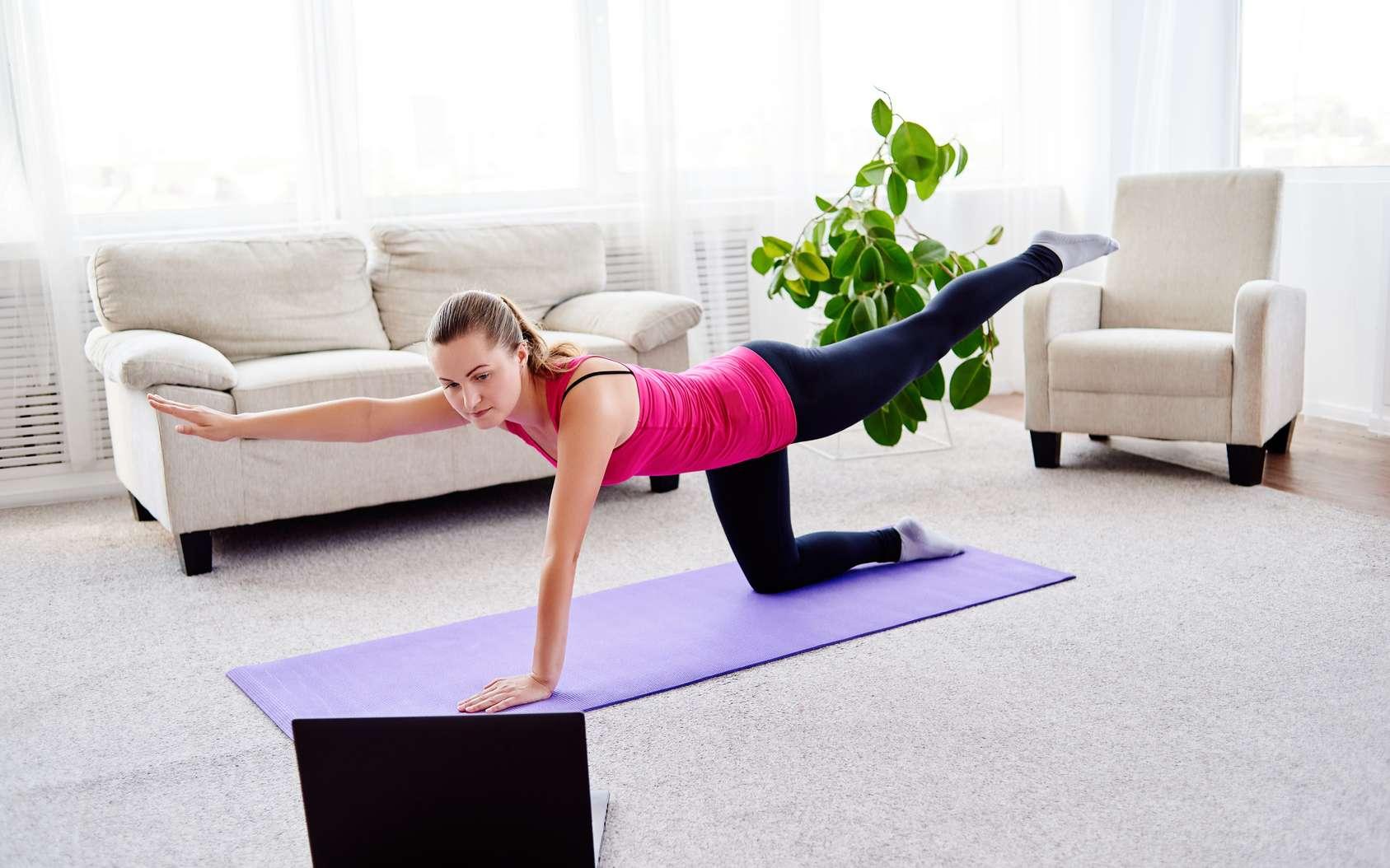 Maintenir son dos musclé au quotidien permet de prévenir le mal de dos. © mirage_studio, Fotolia