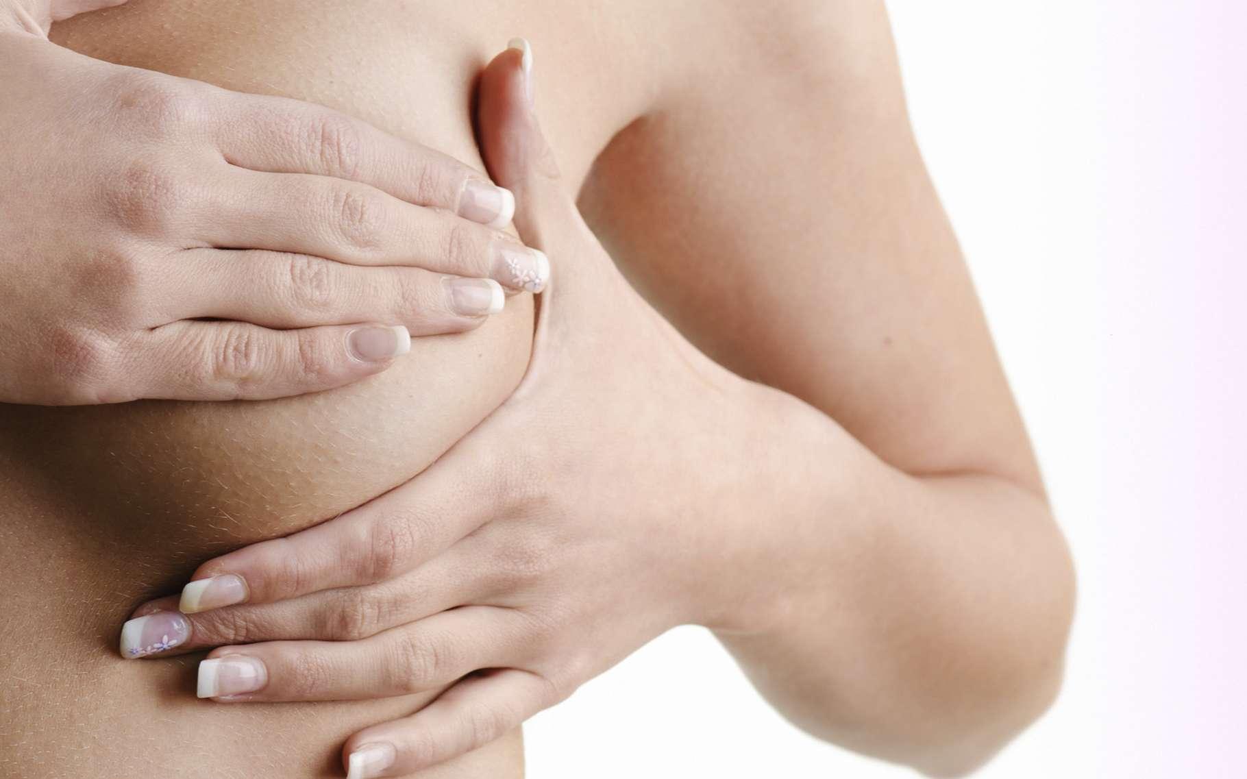 En chirurgie, l'augmentation mammaire est souvent souhaitée dans un but esthétique. © Milan Ilic Photographer, Shuterstock