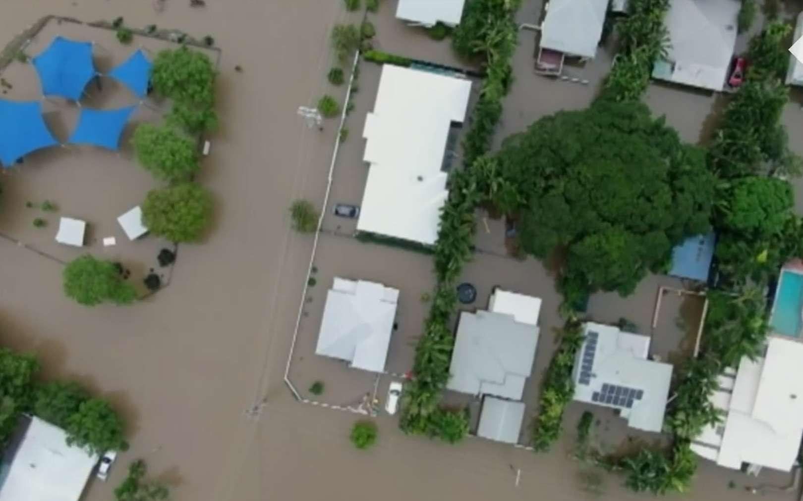 Des inondations meurtrières frappent le nord-est de l'Australie. © The Telegraph, YouTube