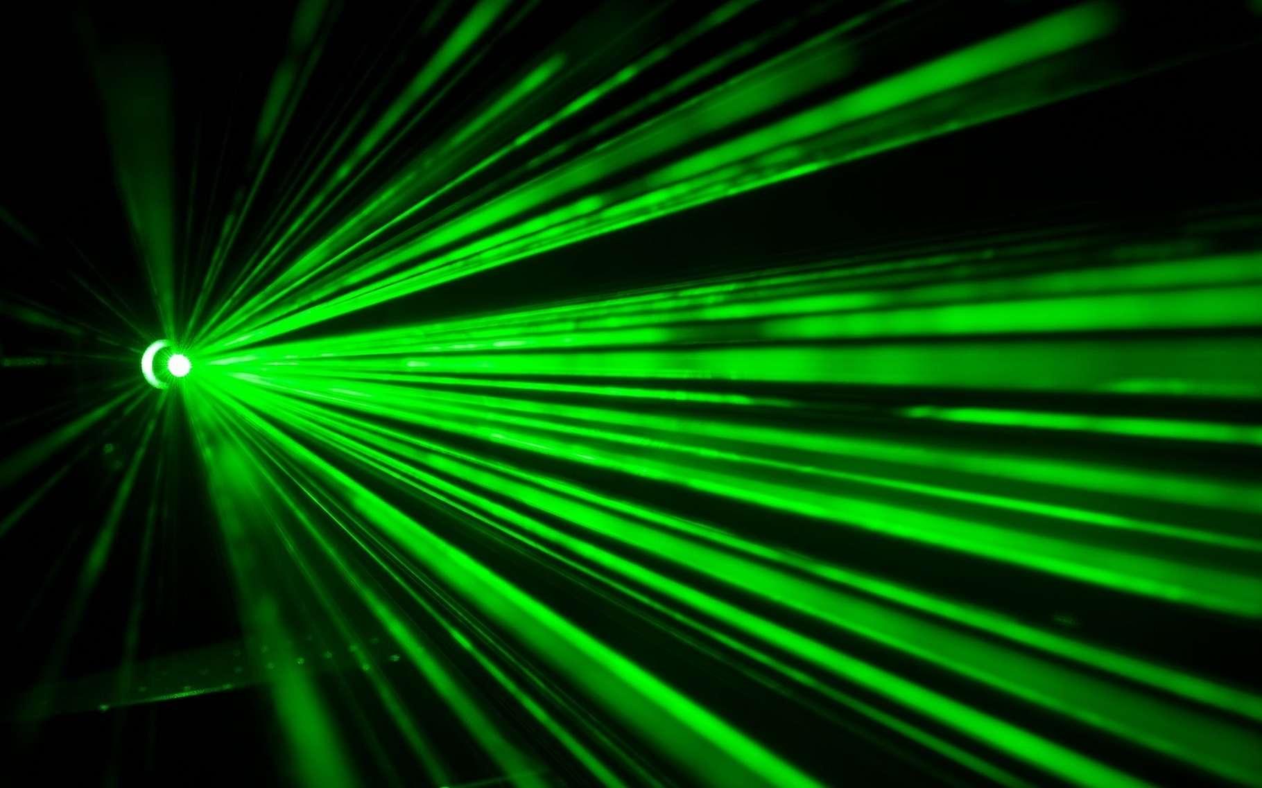 Des chercheurs décrivent des méthodes simples et fiables d'utilisation d'un laser émettant des impulsions de l'ordre de la nanoseconde afin de créer une large palette de couleurs sur le métal. © SD-Pictures, Pixabay, CC0 Creative Commons