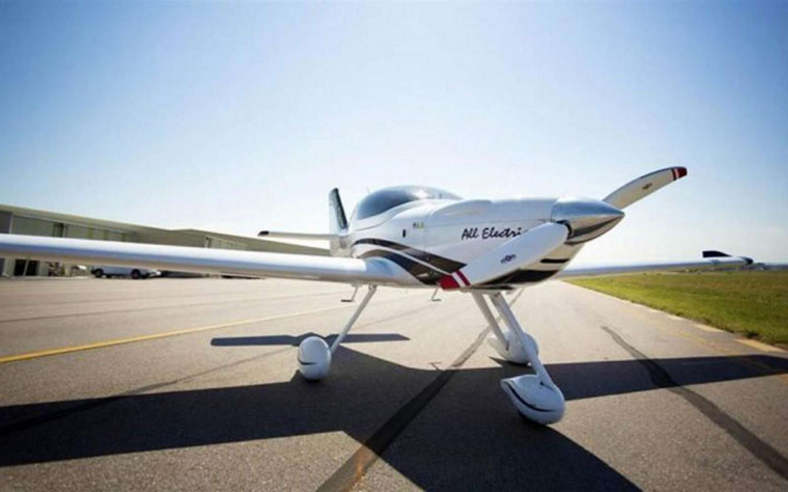 L'eFlyer 2 est toujours en phase de test. Ce biplace électrique servira à la formation des équipages des compagnies aériennes. © Bye Aerospace
