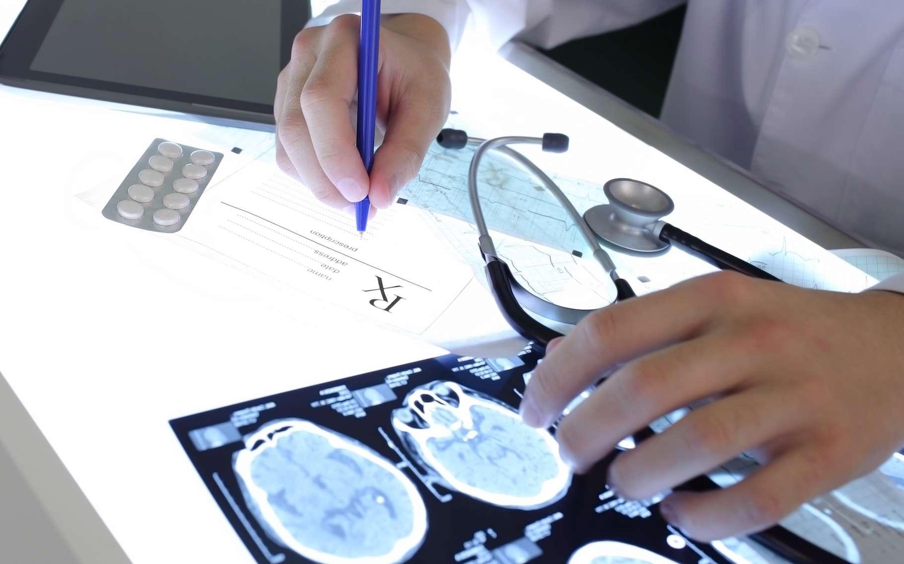 Pour la moitié des personnes épilepsiques, l'IRM ne montre aucune anomalie visible. Grâce à un cerveau virtuel, des scientifiques peuvent prédire le fonctionnement des crises pour chaque patient, ce qui offre un diagnostic beaucoup plus précis. © sfam_photo, shutterstock.com