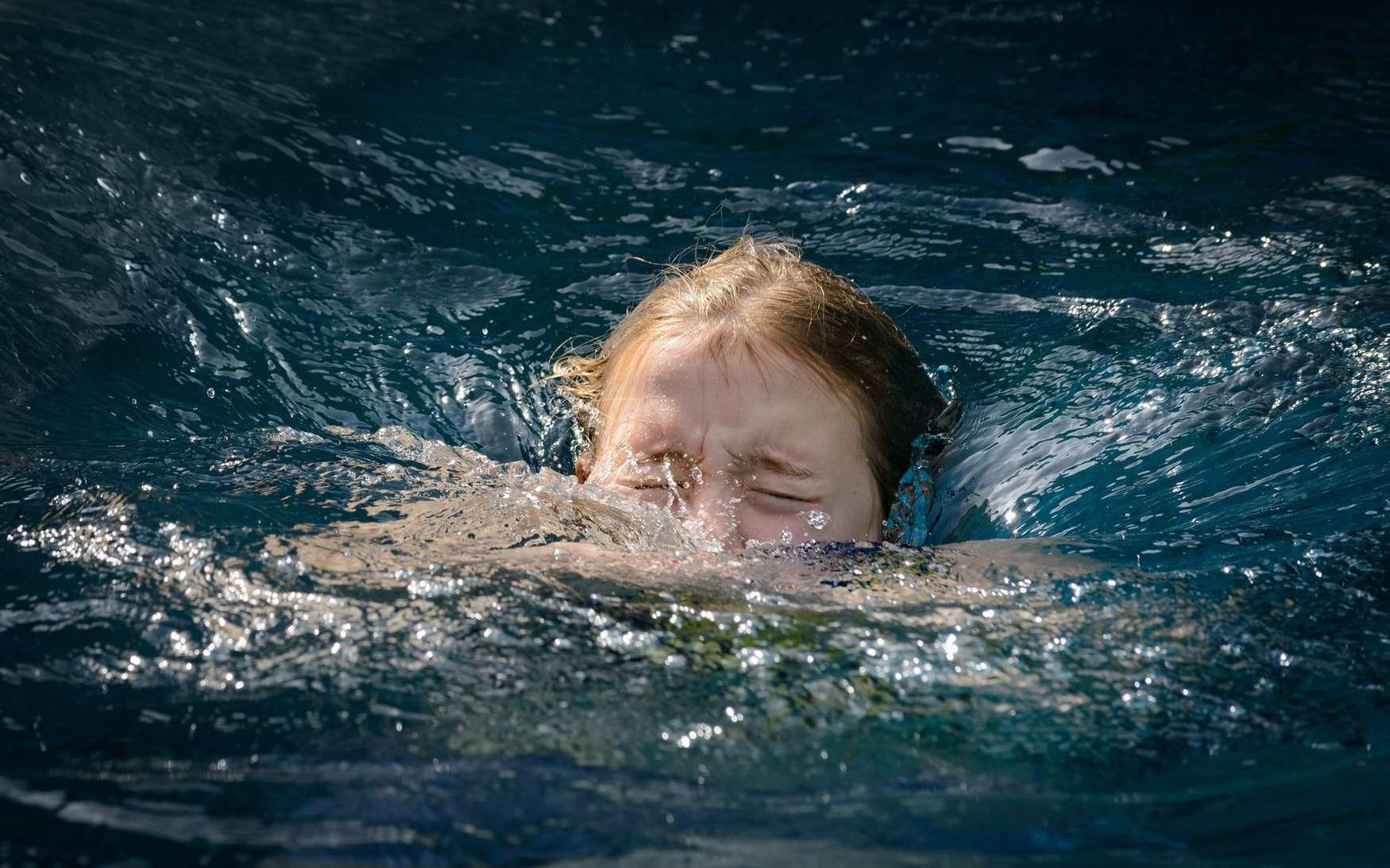 Dans la noyade sèche, l'eau entre dans les poumons et conduit au décès des heures après la baignade. © Fotofrank, Fotolia