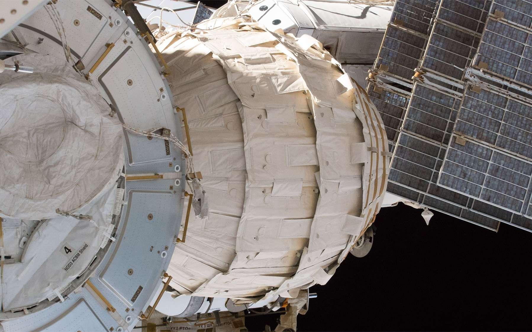 Le module gonflable Beam de Bigelow Aerospace vu depuis l'extérieure de la Station spatiale. © Nasa