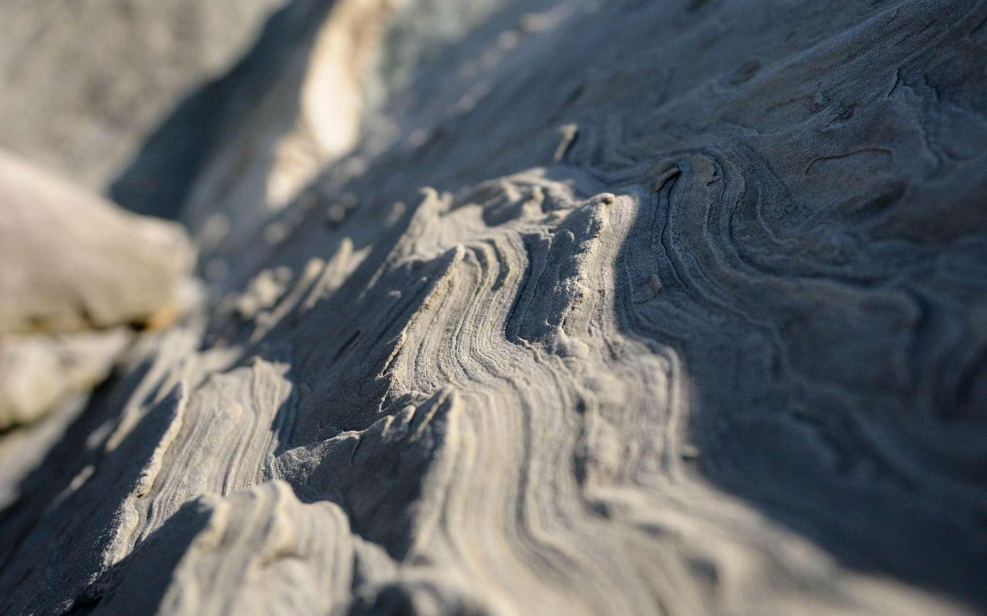 Le grès, une roche sédimentaire siliceuse constituée d'une agrégation de grains de sable. © Hitchster, Flickr