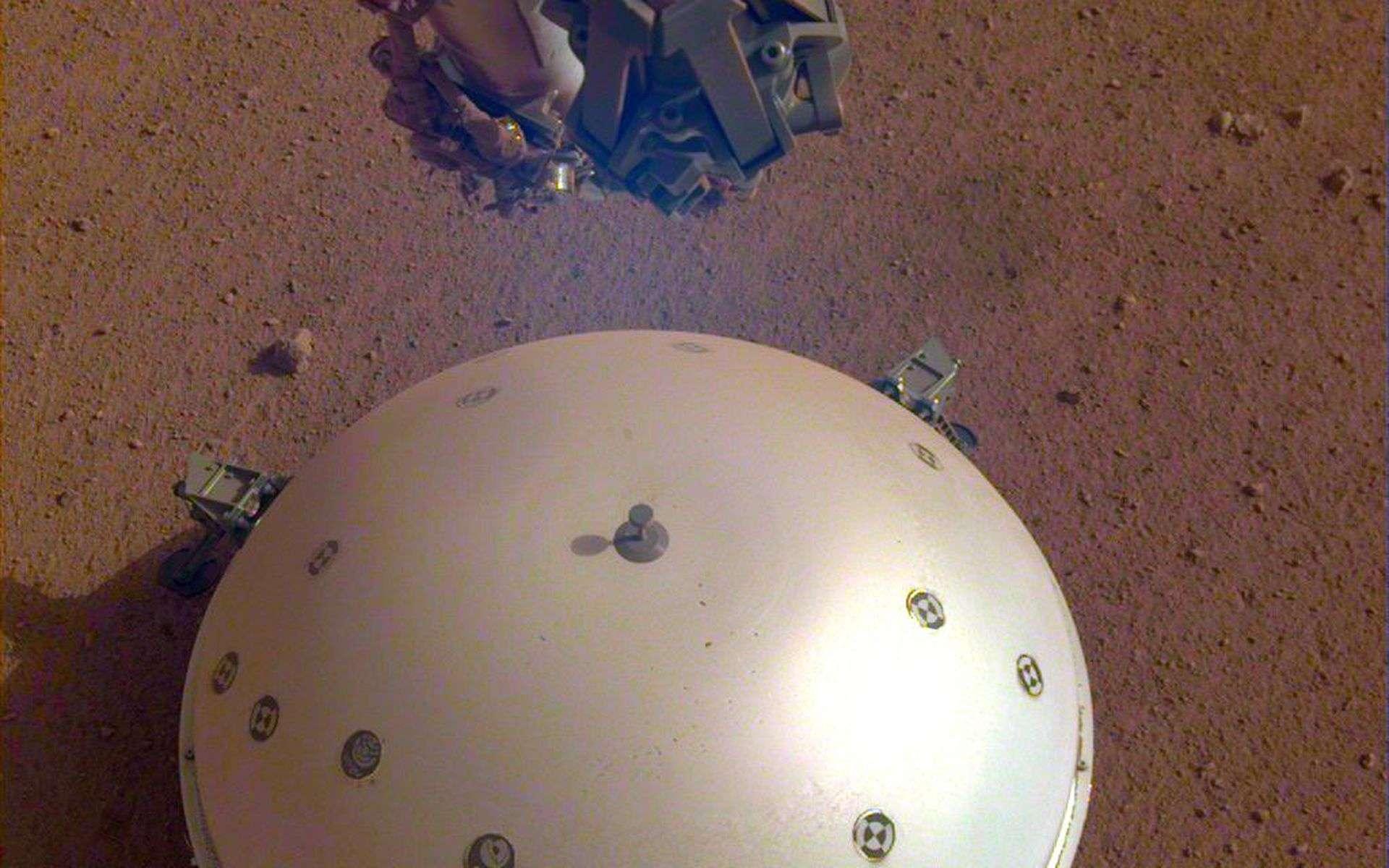 Le sismomètre français Seis posé sur le sol de Mars. © Nasa, JPL-Caltech