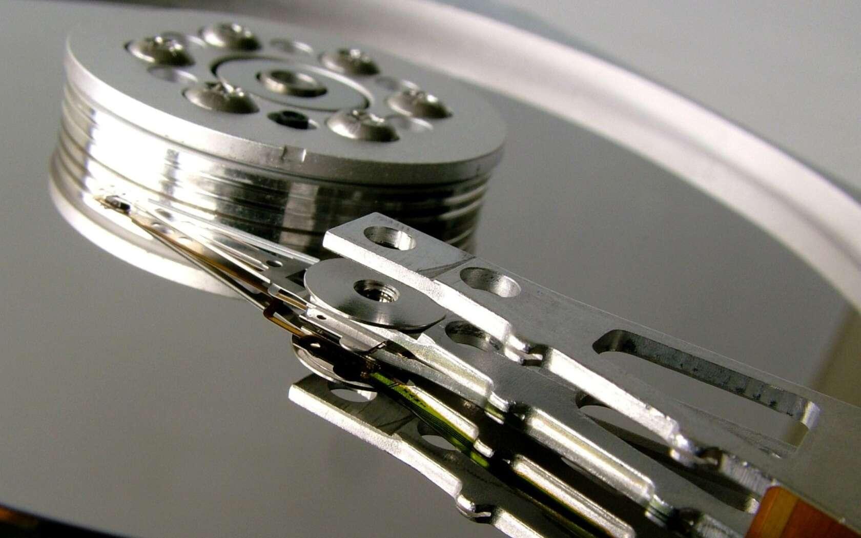 La magnétorésistance est utilisée dans les têtes de lecture des disques d'ordinateurs. © dervishe, Flickr CC by nc 2.0
