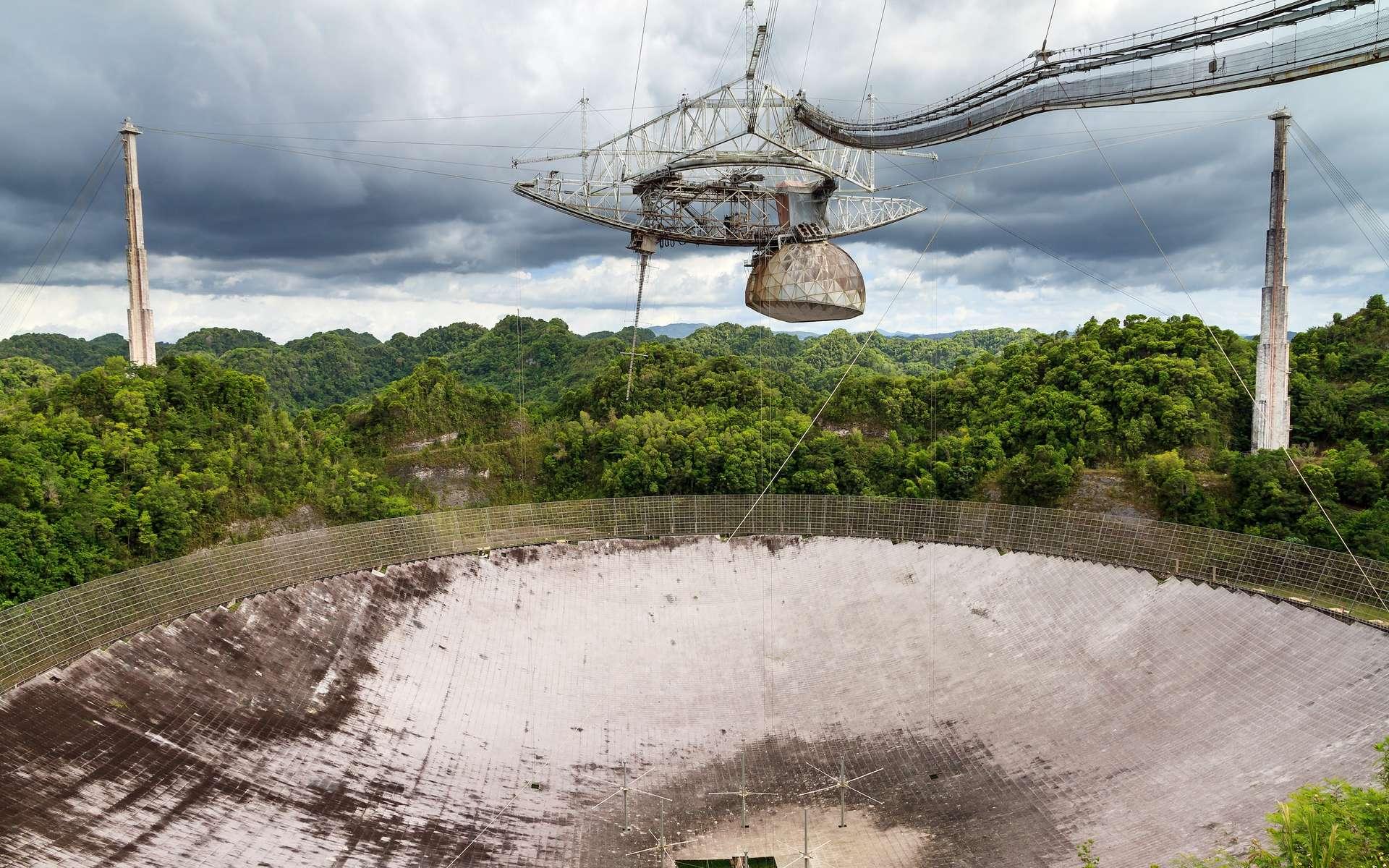 Cette image d'un ciel étoilé au-dessus de Porto-Rico a été prise en août dernier, quelques jours seulement avant la rupture d'un premier câble de support du radiotélescope d'Arecibo. © dennisvdwater, Adobe Stock