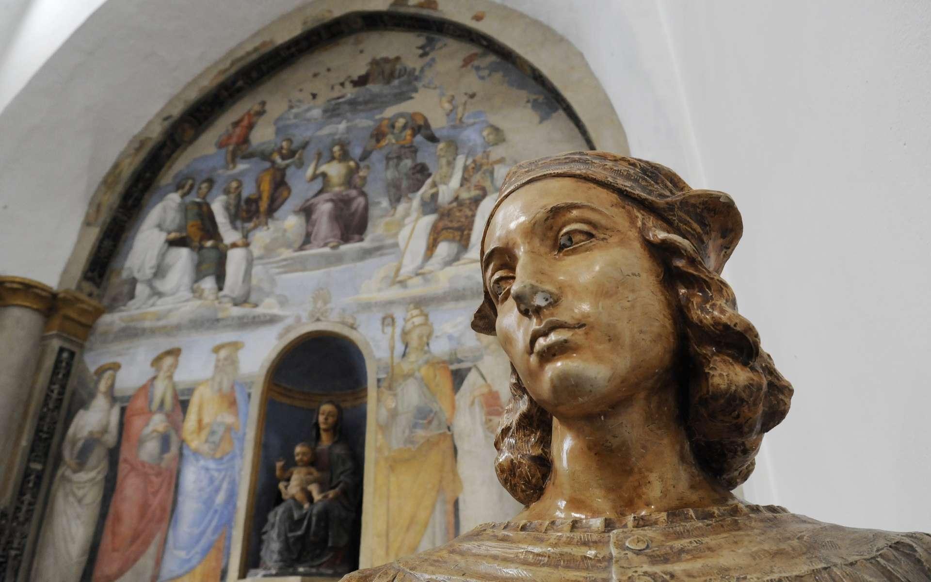 Le buste de Raffaello Sanzio, dit Raphaël. En arrière-plan, l'une de ses fresques. Chapelle de San Severo, Pérouse, Italie. © Davide Zanin, Adobe Stock