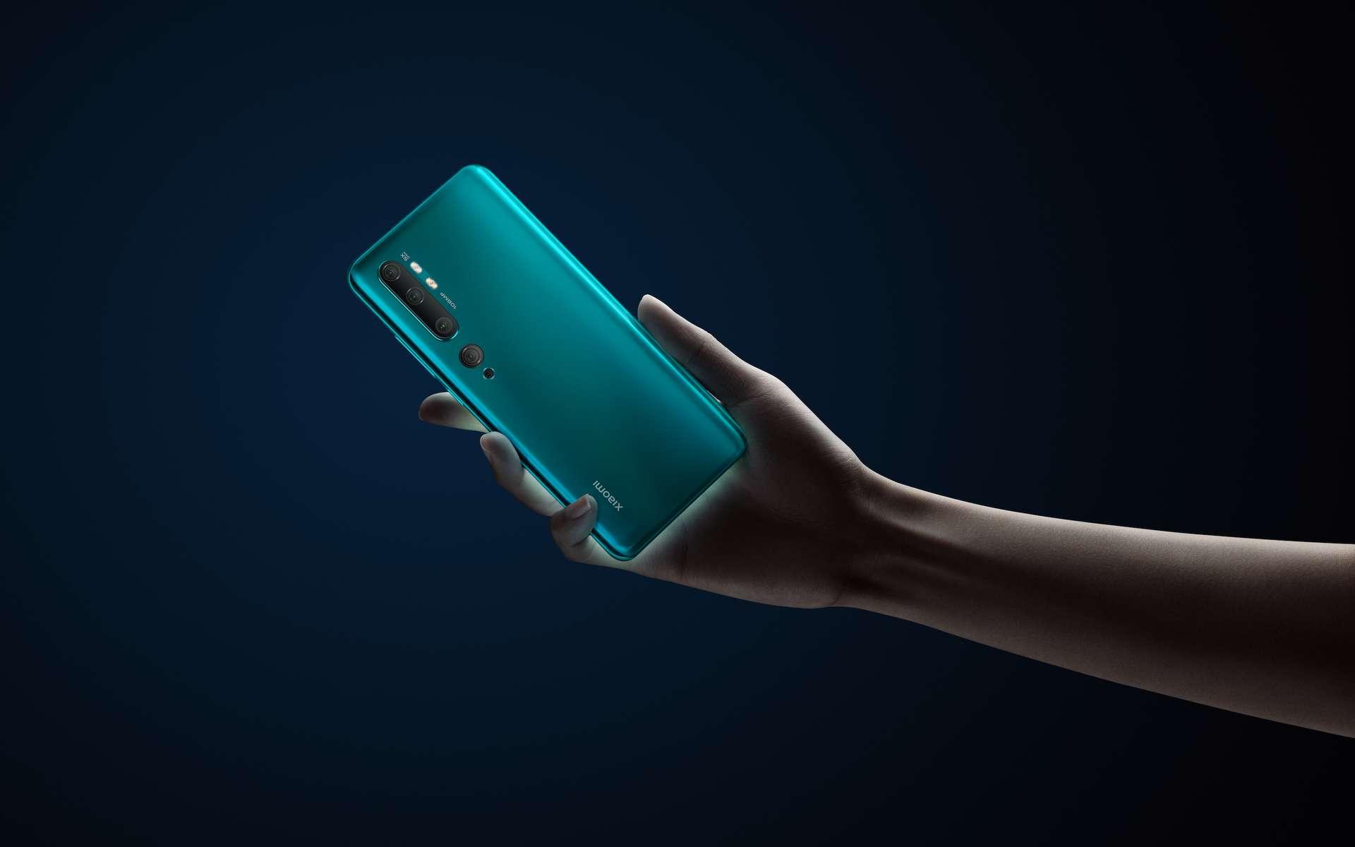 Pas un, deux ou trois capteurs photo à l'arrière du smartphone mais cinq, dont l'objectif le plus puissant du marché. © Xiaomi