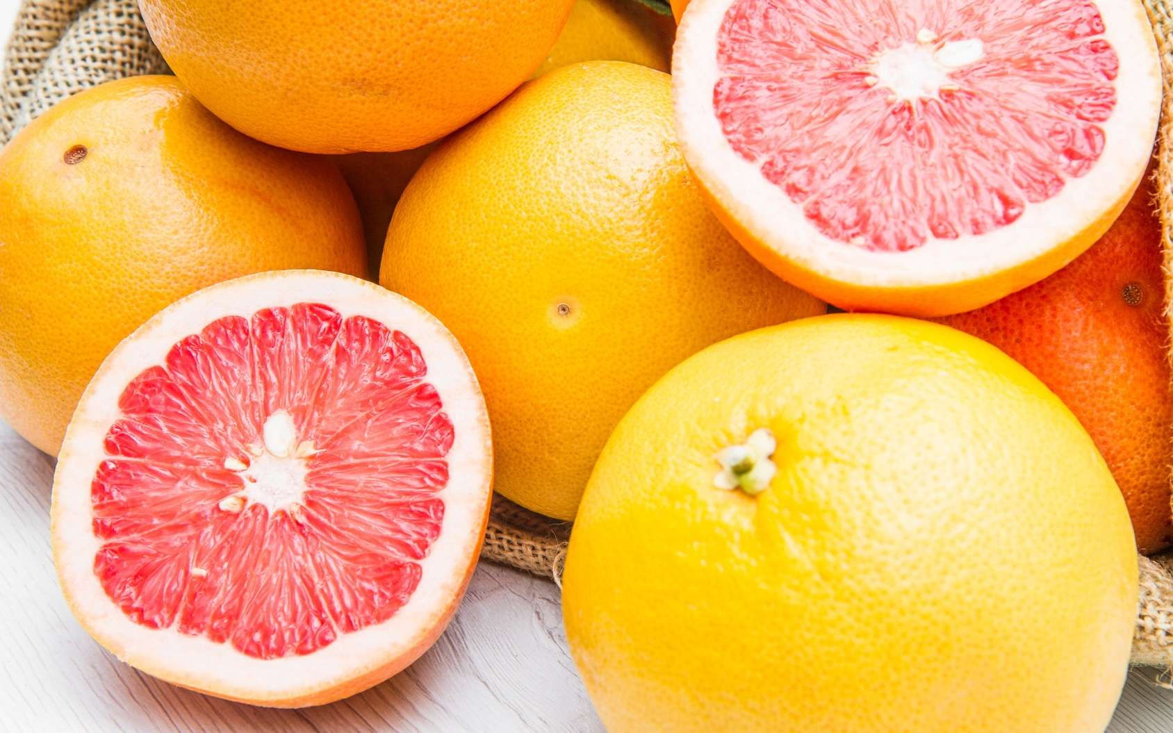 Un pamplemousse chaque jour apporte de la vitamine C utile pour lutter contre les infections. © Lsantilli, Fotolia