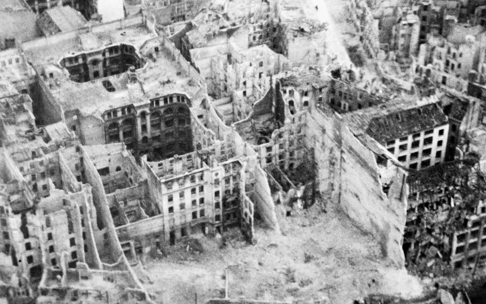 Berlin en 1945. Le IIIe Reich a survécu huit jours à la mort d'Adolf Hitler. © Royal Air Force official
