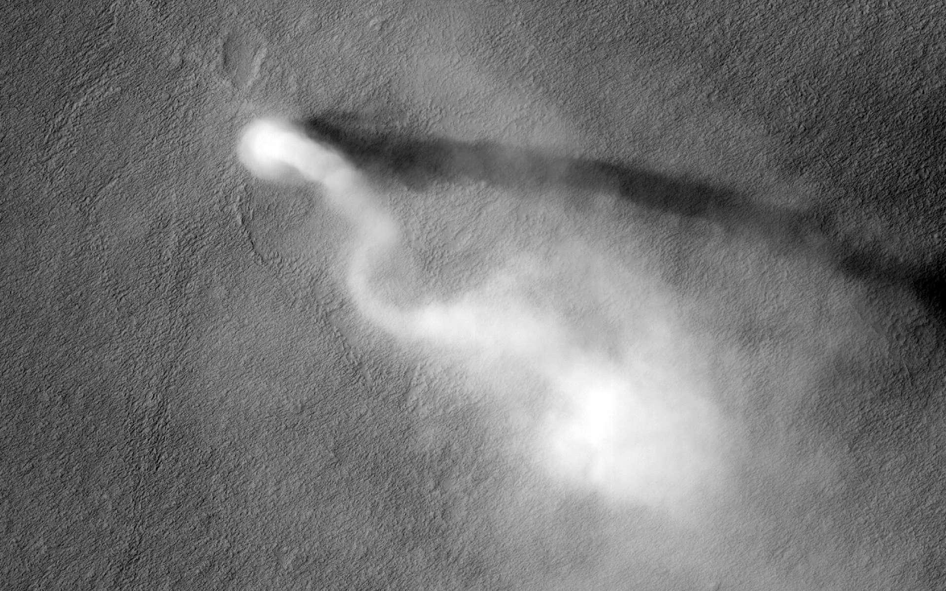 Un diable de poussière vu du ciel martien grâce à la caméra Hirise de l'orbiteur MRO. © Nasa, JPL-Caltech, University of Arizona