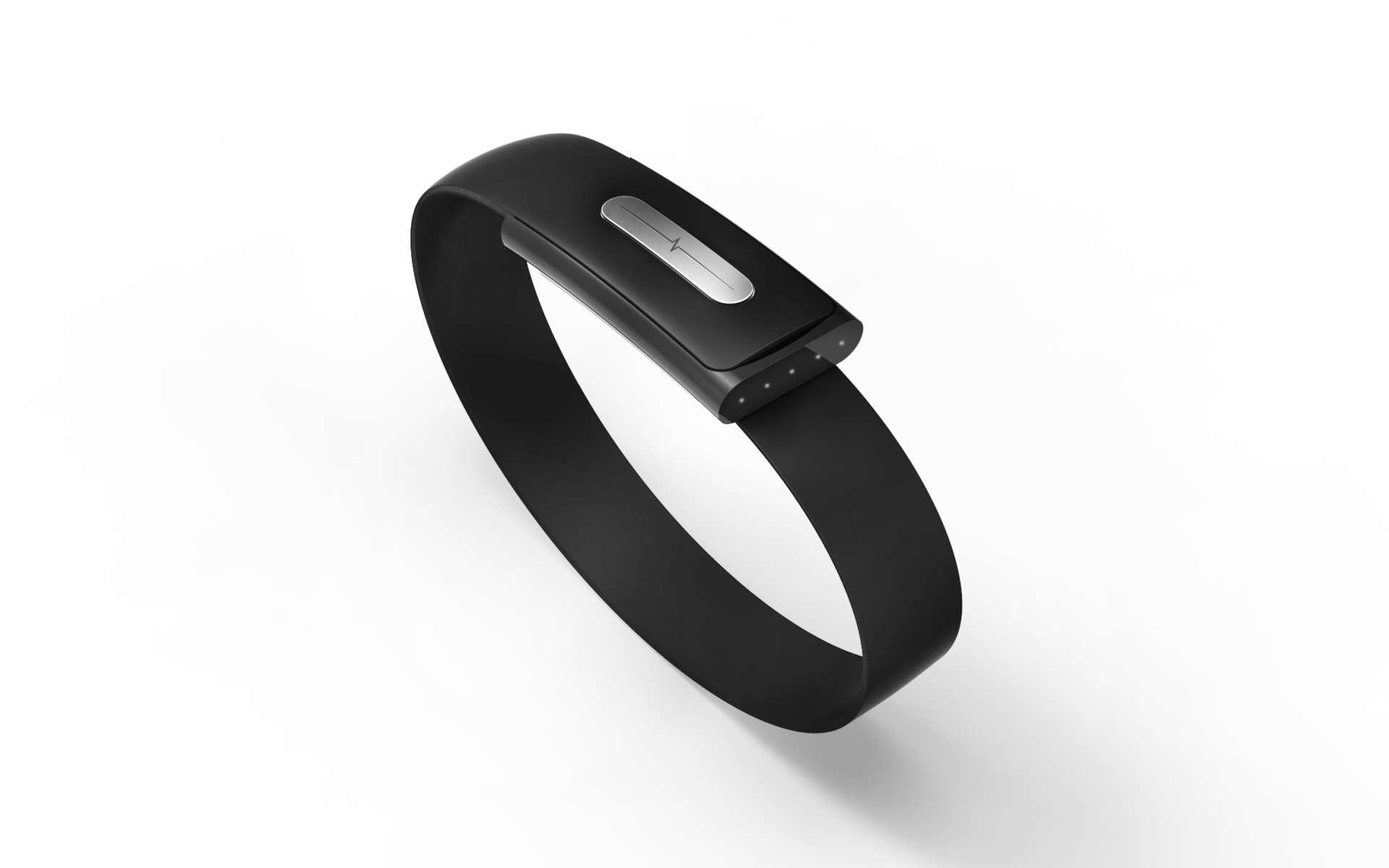 Le bracelet Nymi intègre deux électrodes, l'une placée à l'intérieur en contact avec le poignet et l'autre sur la boucle de fermeture. Pour activer la reconnaissance biométrique, l'utilisateur doit placer son index sur l'électrode afin de créer un circuit qui déclenche l'électrocardiogramme, comparé à l'original enregistré lors de la mise en service du bracelet. © Bionym